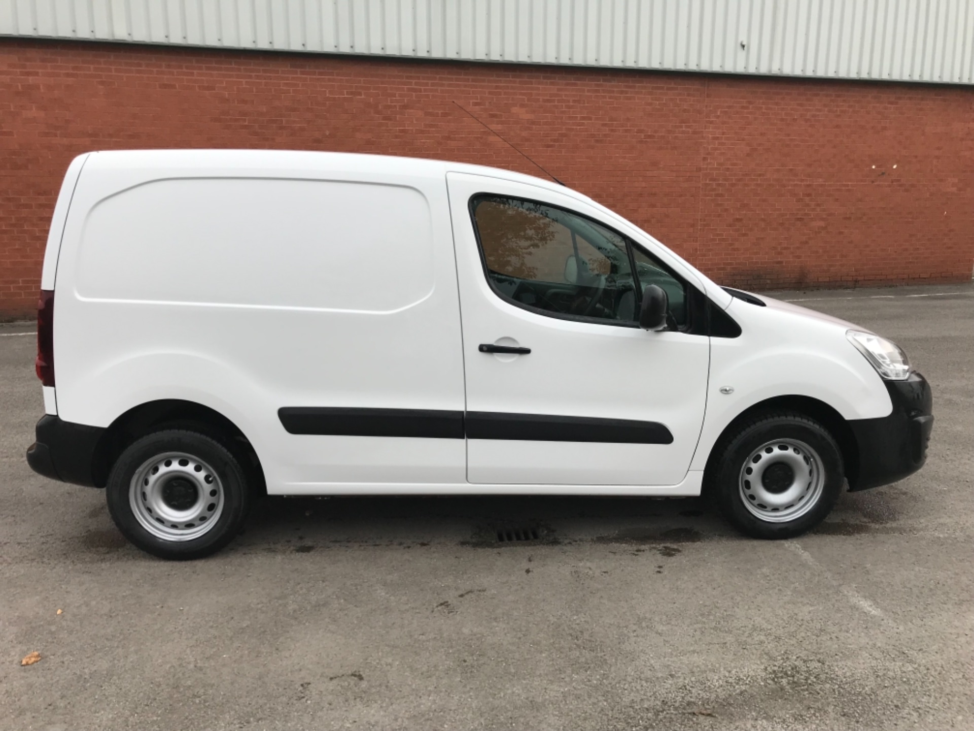 2016 Peugeot Partner 850 S 1.6 Hdi 92 Van [Sld] EURO 5 (NU66VXG) Image 8