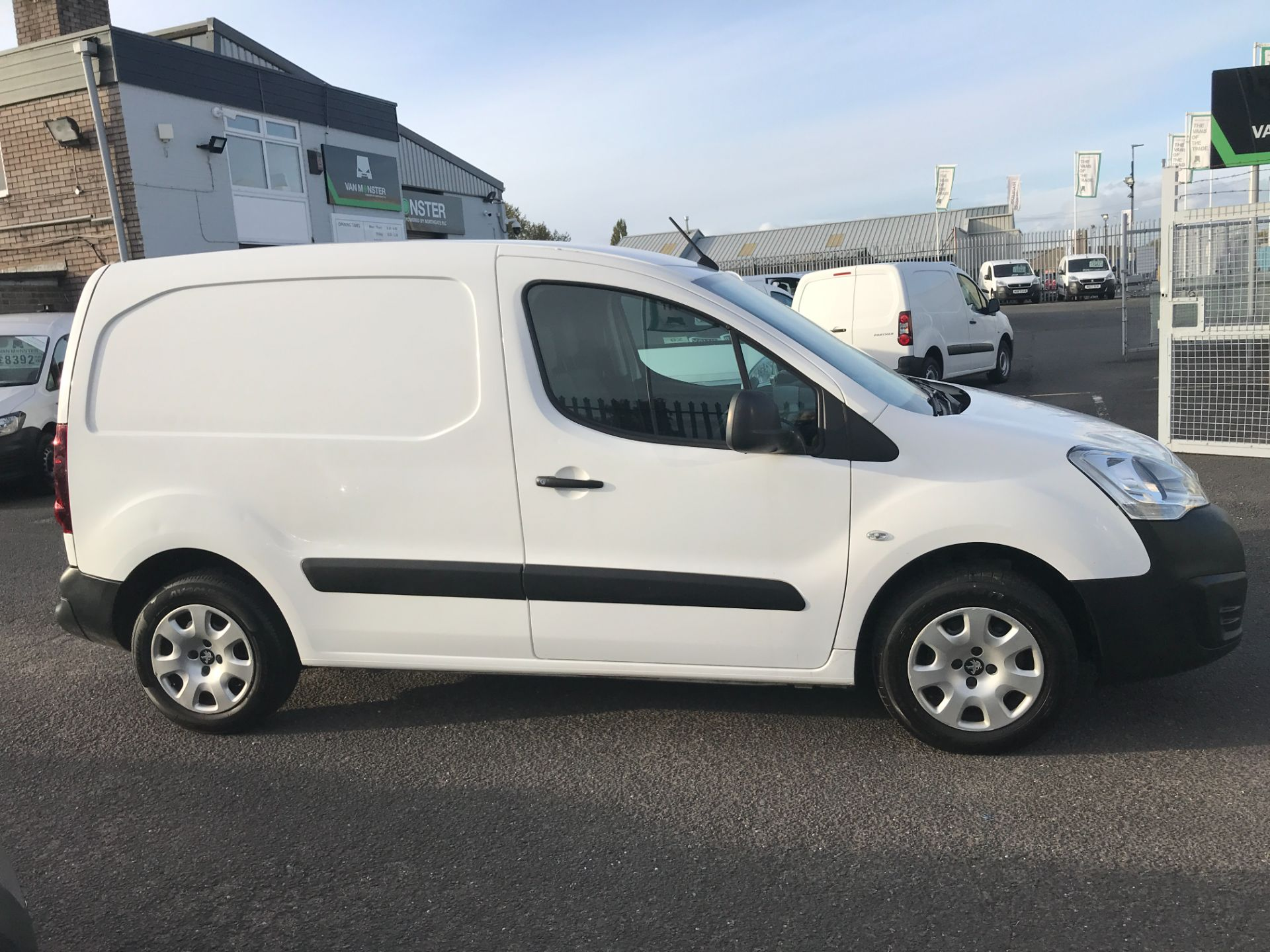 2016 Peugeot Partner L1 850 1.6BLUEHDI 100PS PROFESSIONAL EURO 6 (NU66YAY) Image 7
