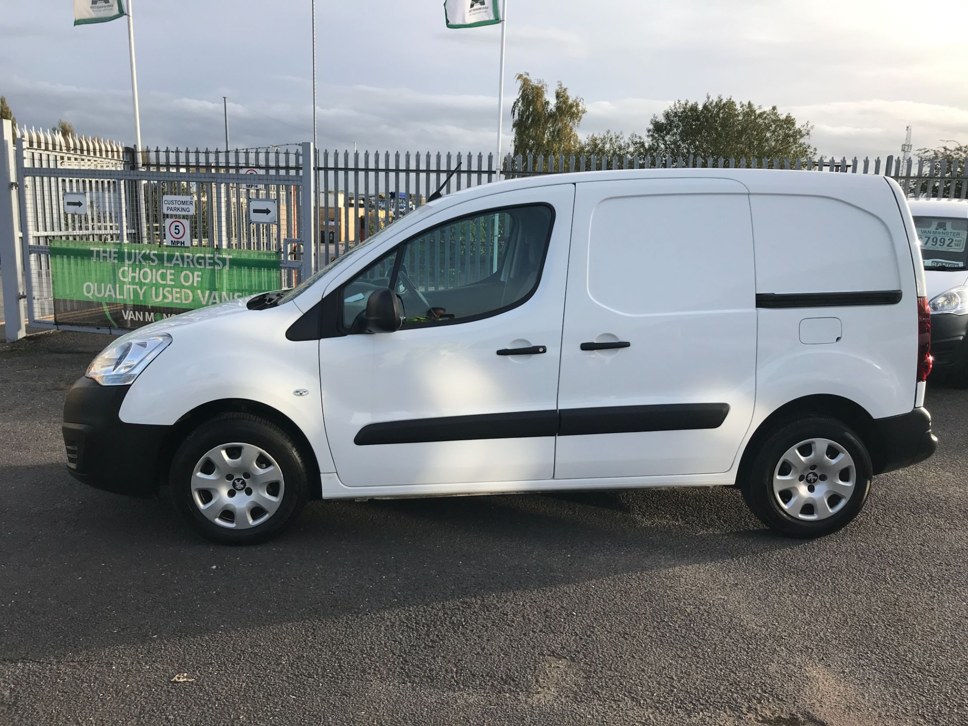 2016 Peugeot Partner L1 850 1.6BLUEHDI 100PS PROFESSIONAL EURO 6 (NU66YAY) Image 11