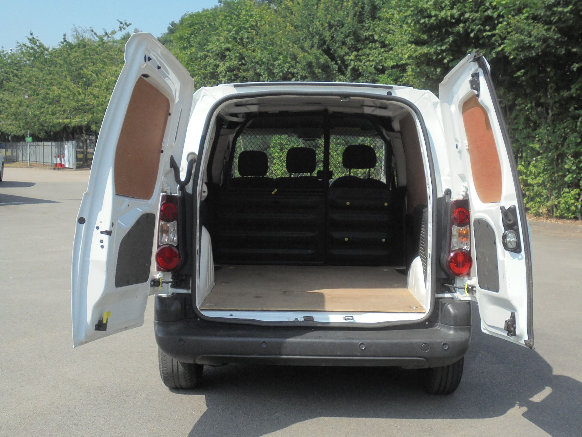 2017 Peugeot Partner 850 1.6 Bluehdi 100 Professional Van [Non Ss] (NU67AYG) Image 9