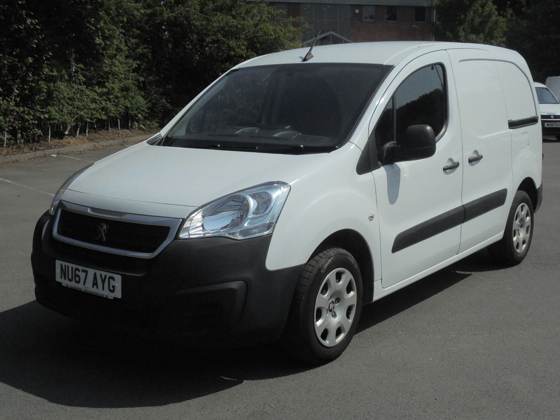 2017 Peugeot Partner 850 1.6 Bluehdi 100 Professional Van [Non Ss] (NU67AYG) Image 3