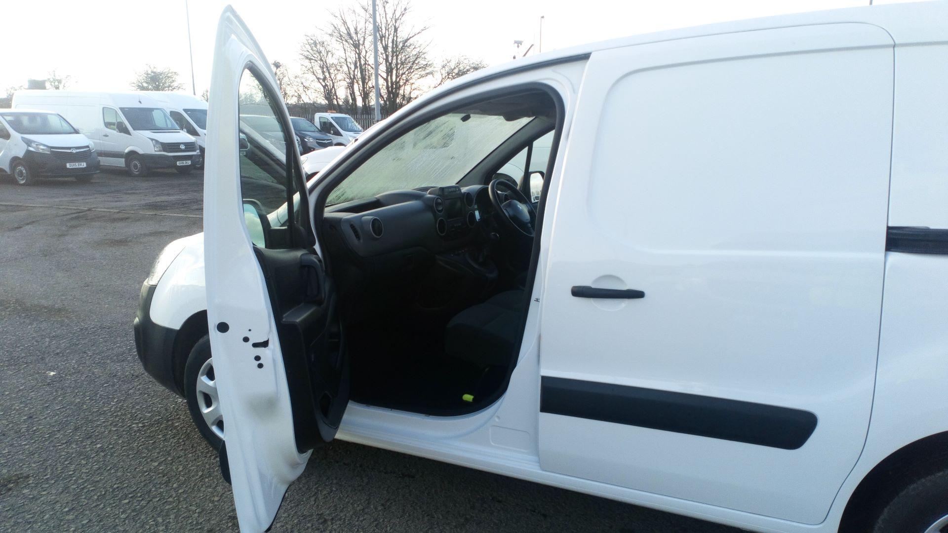 2017 Peugeot Partner 850 1.6 Bluehdi 100 Professional Van [Non Ss] (NU67DSE) Image 12