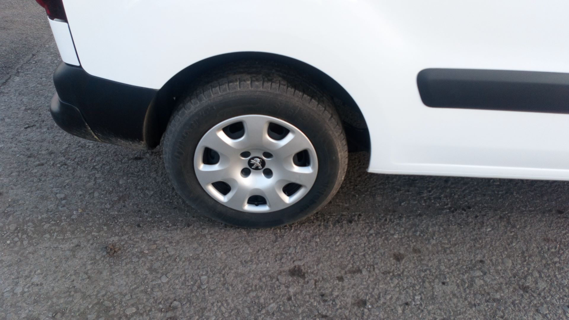 2017 Peugeot Partner 850 1.6 Bluehdi 100 Professional Van [Non Ss] (NU67DSE) Image 9