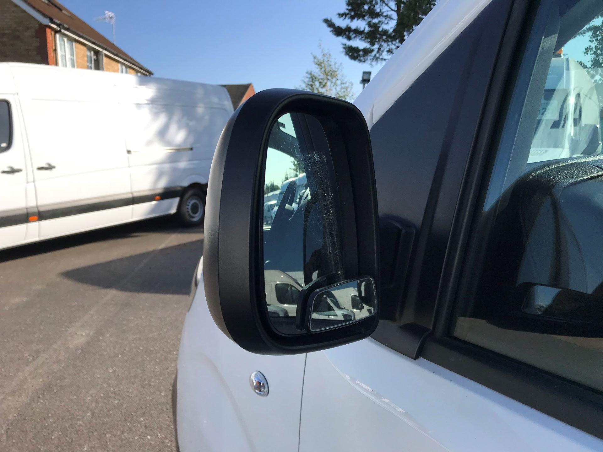 2017 Peugeot Expert STANDARD 1000 1.6 BLUEHDI 95 EURO 6 (NU67LXY) Image 12