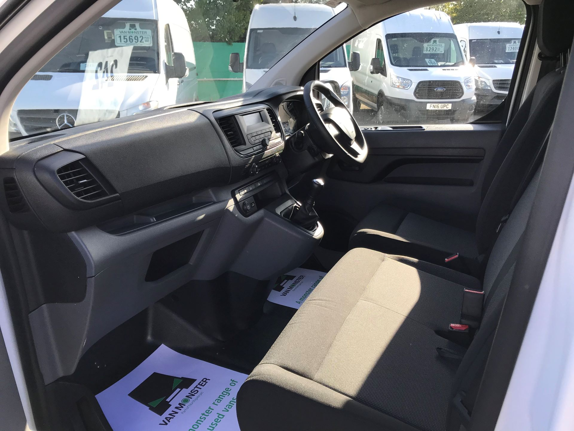 2017 Peugeot Expert STANDARD 1000 1.6 BLUEHDI 95 EURO 6 (NU67LXY) Image 19