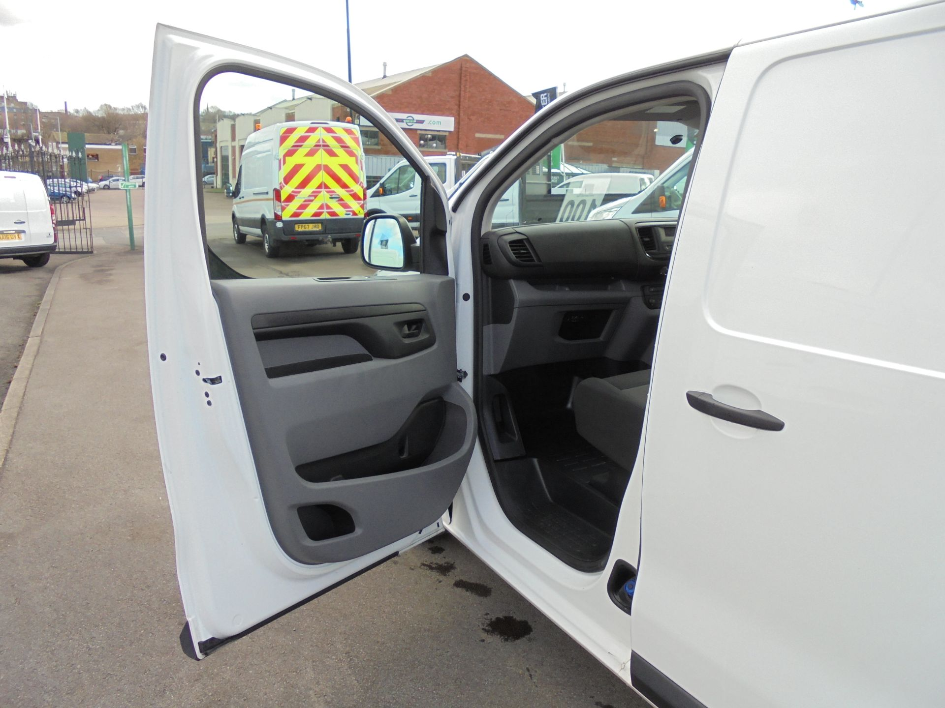2017 Peugeot Expert 1000 1.6 Bluehdi 95 S Van (NU67MBF) Image 23