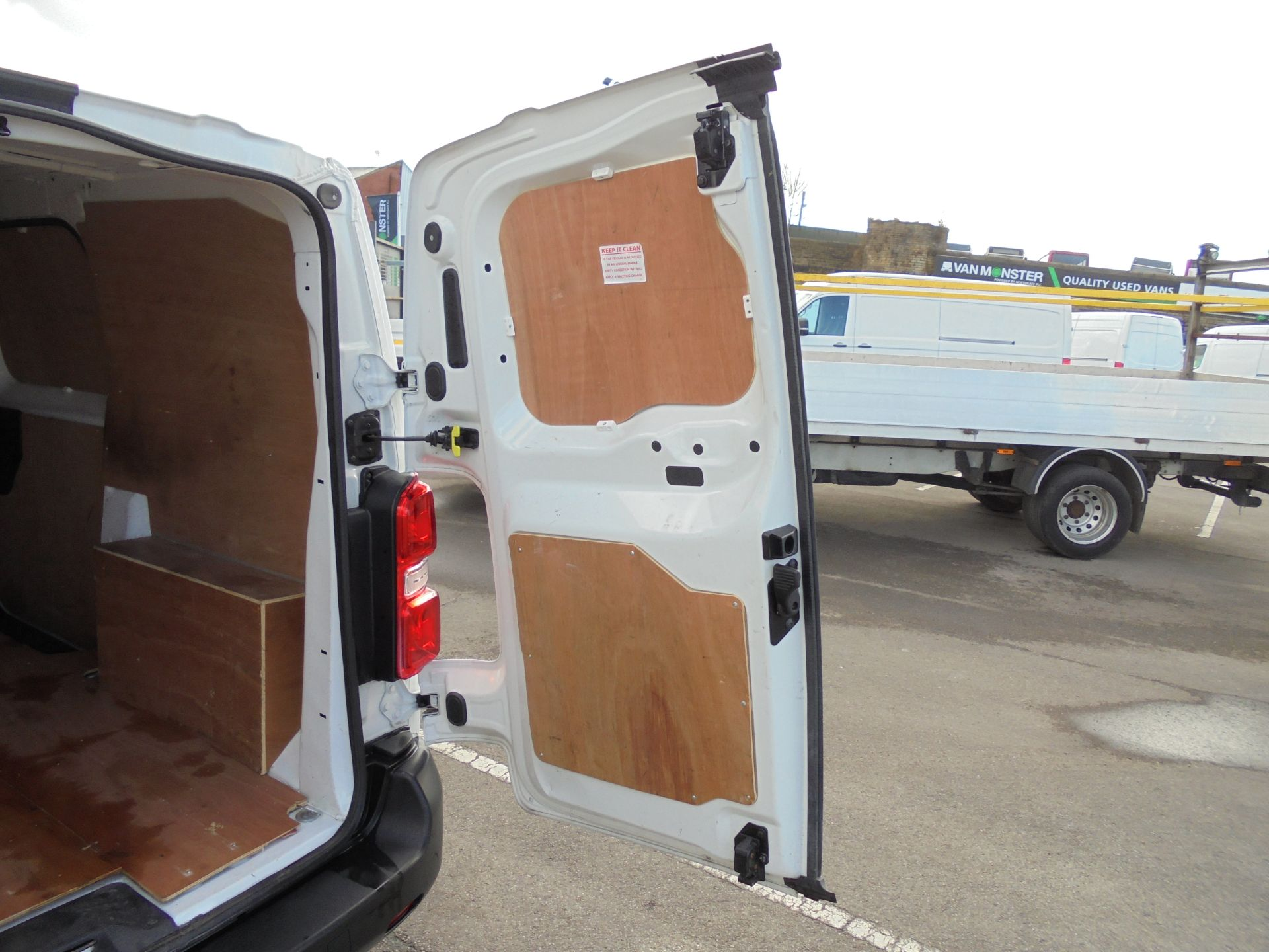 2017 Peugeot Expert 1000 1.6 Bluehdi 95 S Van (NU67MBF) Image 35