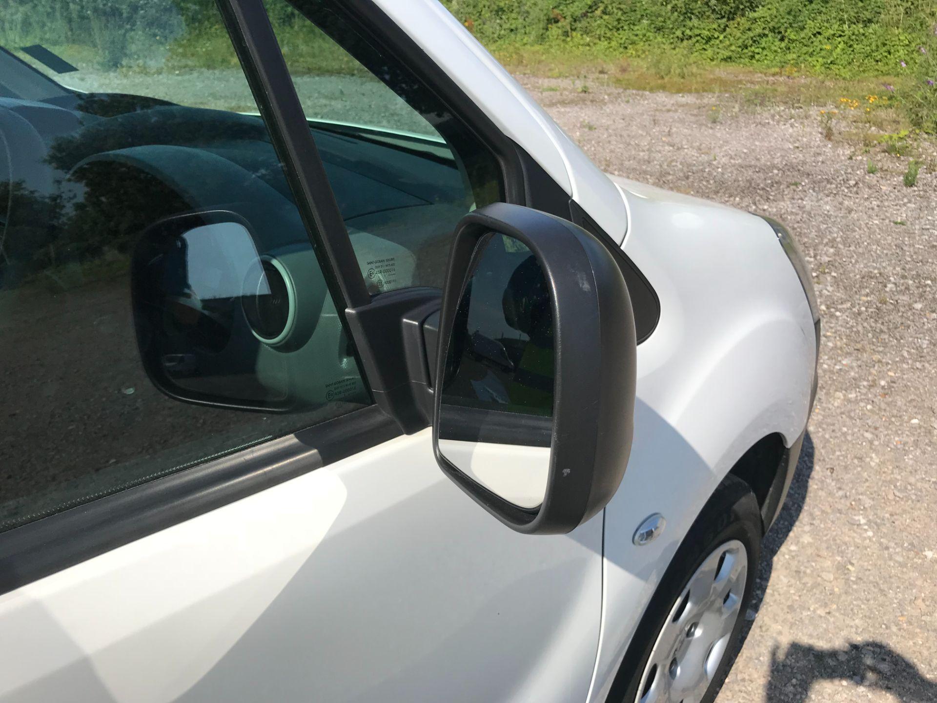2017 Peugeot Partner 850 1.6 Bluehdi 100 Professional Van [Non Ss] EURO 6 (NU67NNR) Image 44