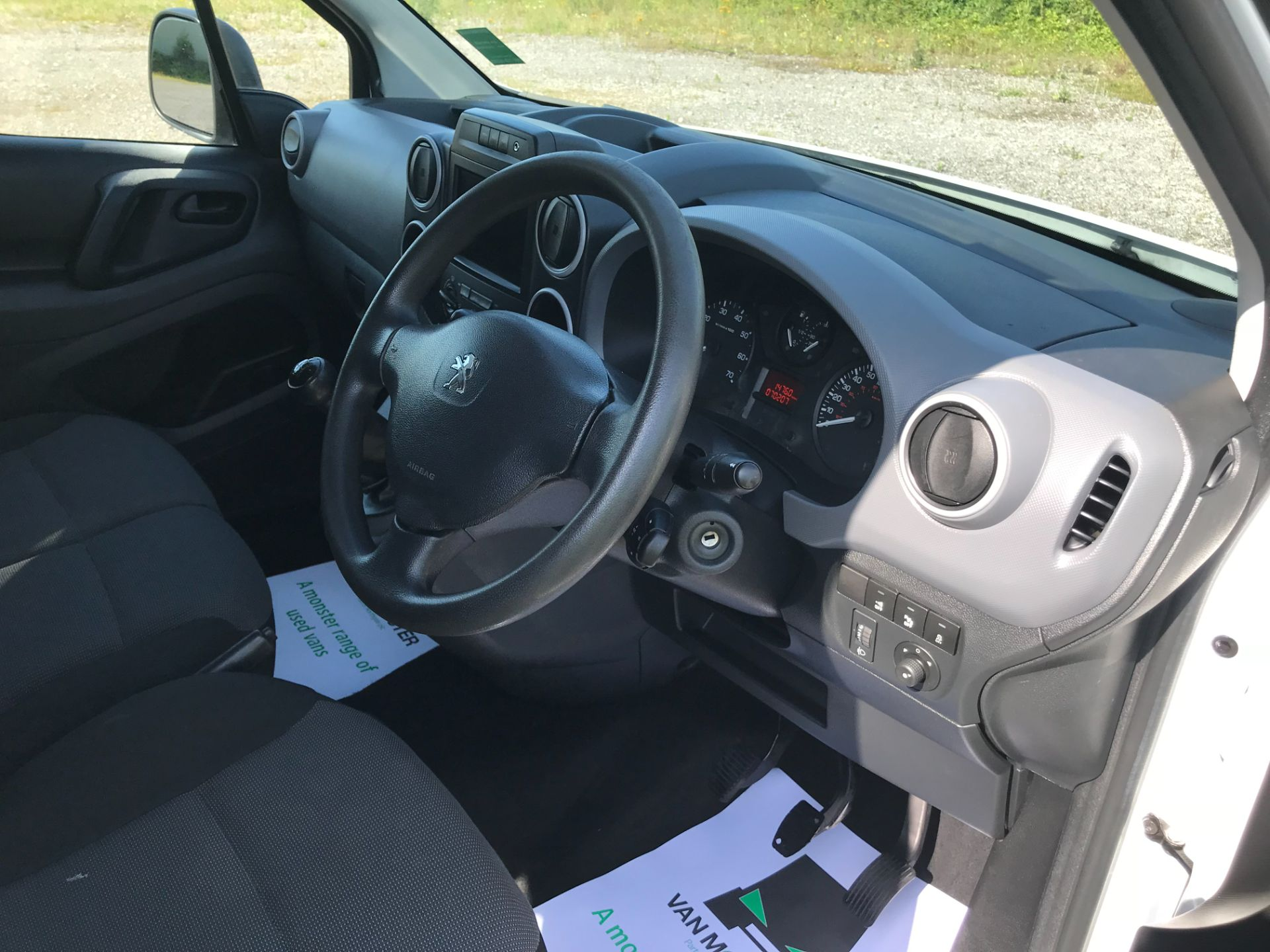 2017 Peugeot Partner 850 1.6 Bluehdi 100 Professional Van [Non Ss] EURO 6 (NU67NNR) Image 27