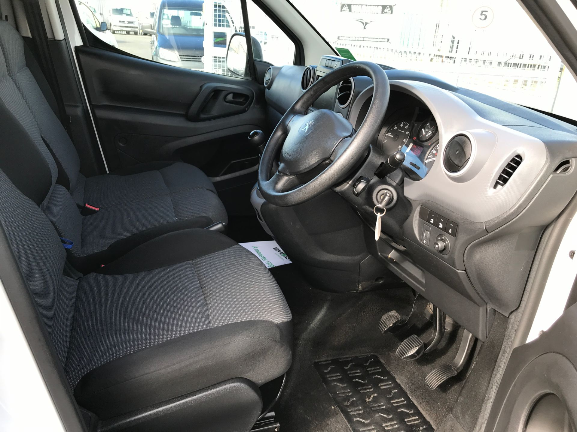 2017 Peugeot Partner L1 850 1.6BLUEHDI 100PS PROFESSIONAL EURO 6 (NU67NRV) Image 2