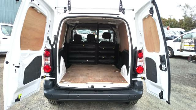 2017 Peugeot Partner 850 1.6 Bluehdi 100 Professional Van [Non Ss] (NU67NYF) Image 11