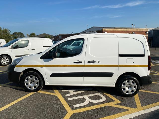 2017 Peugeot Partner 850 1.6 Bluehdi 100 Professional Van [Non Ss] (NU67OAX) Image 4