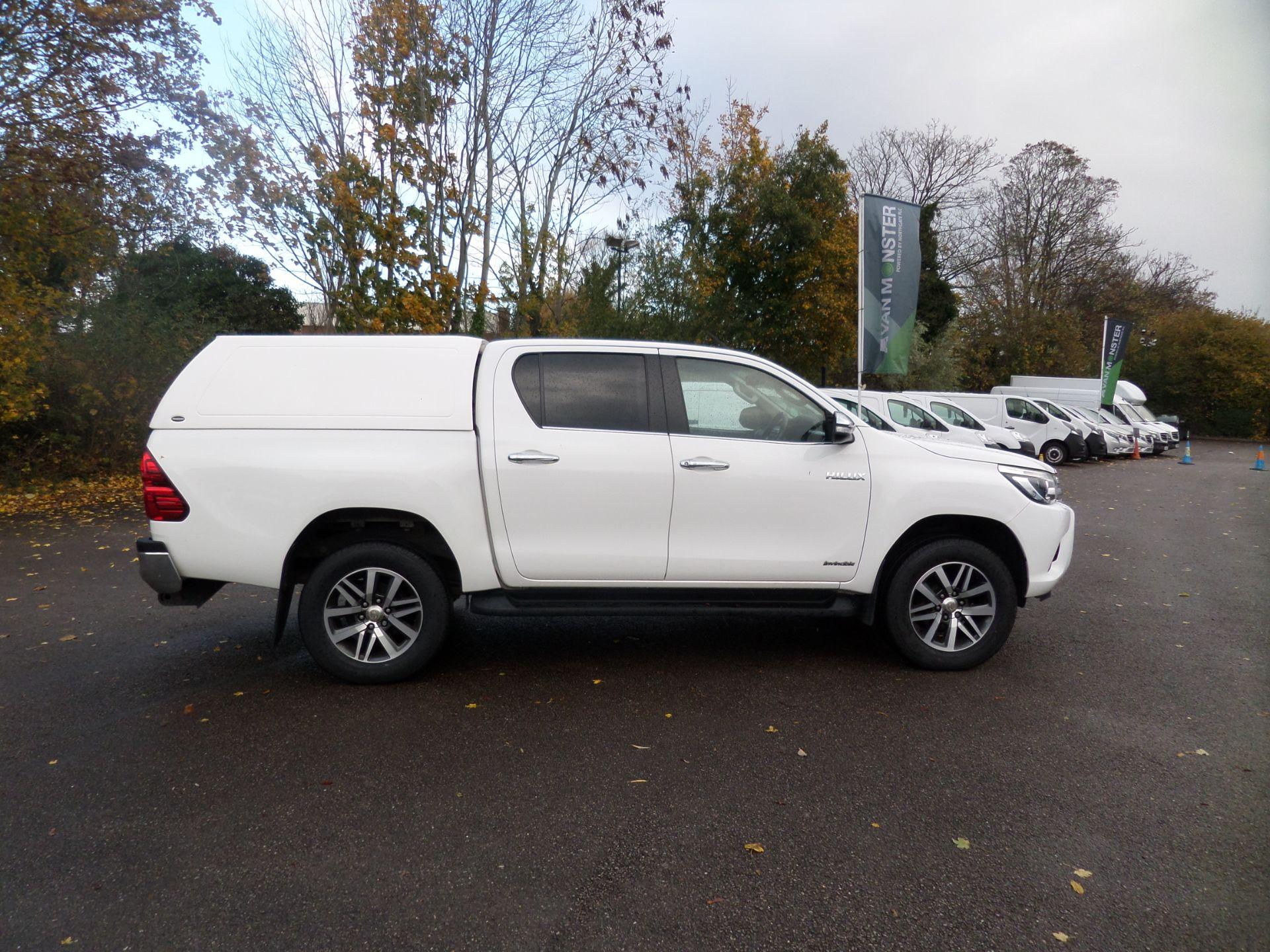 2017 Toyota Hilux Invincible D/Cab Pick Up 2.4 D-4D Euro 6 (NU67OHD) Image 2