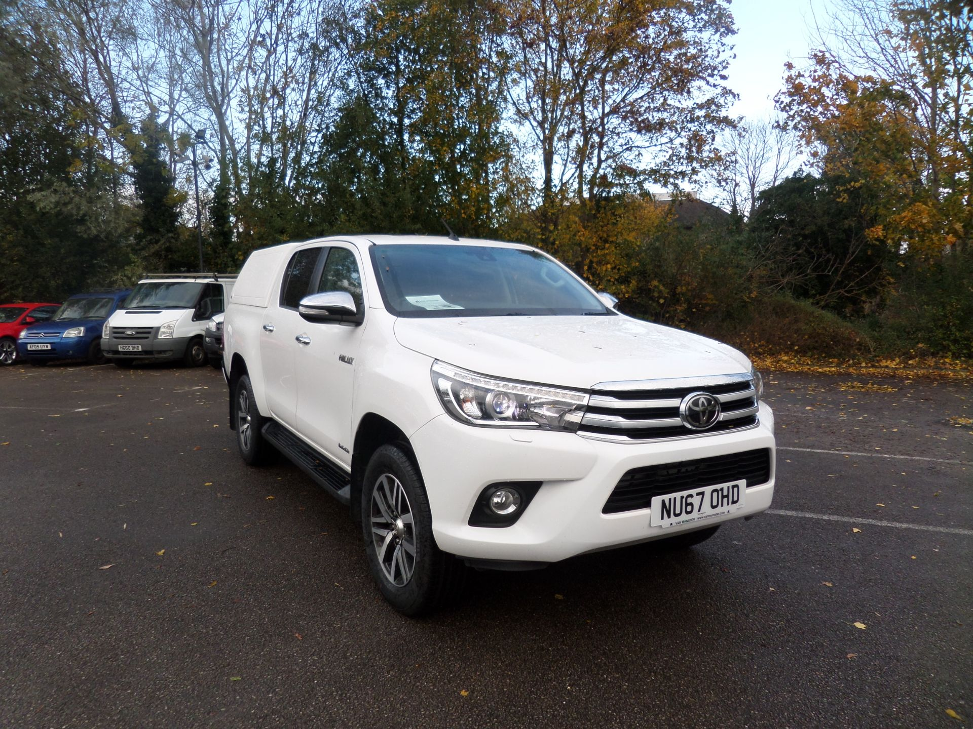 2017 Toyota Hilux Invincible D/Cab Pick Up 2.4 D-4D Euro 6 (NU67OHD)