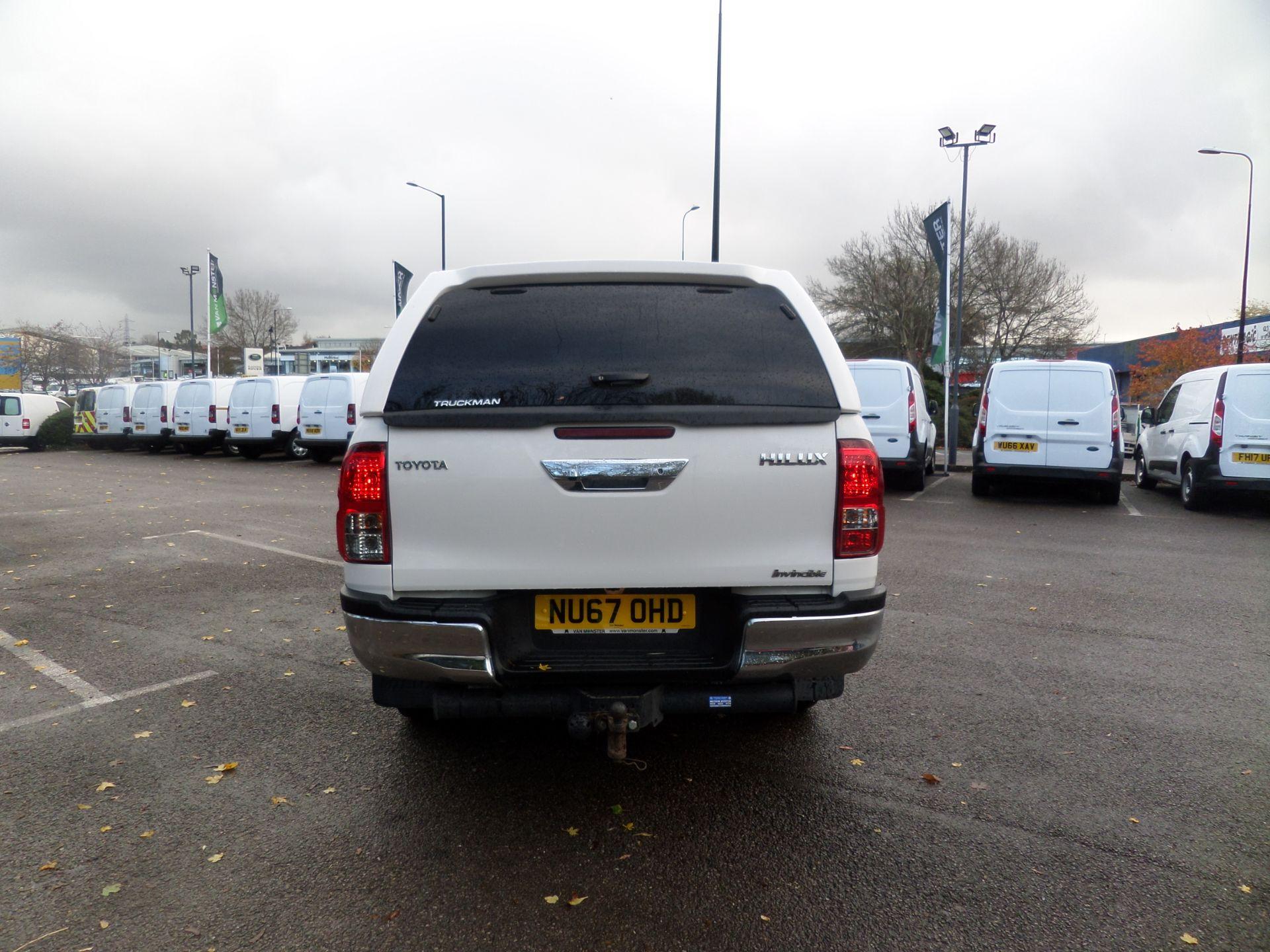 2017 Toyota Hilux Invincible D/Cab Pick Up 2.4 D-4D Euro 6 (NU67OHD) Image 3