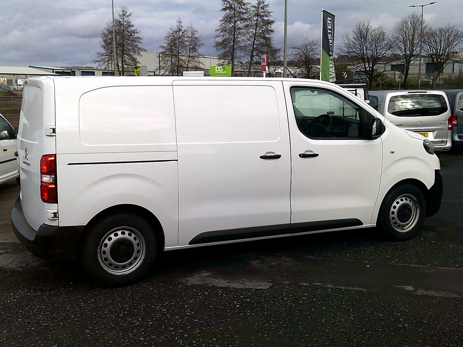 2017 Peugeot Expert 1000 1.6 Bluehdi 95 S Van (NU67ONA) Image 15