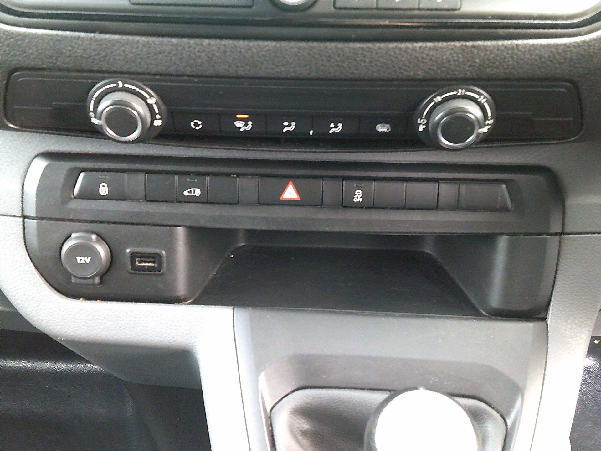2017 Peugeot Expert 1000 1.6 Bluehdi 95 S Van (NU67ONA) Image 26