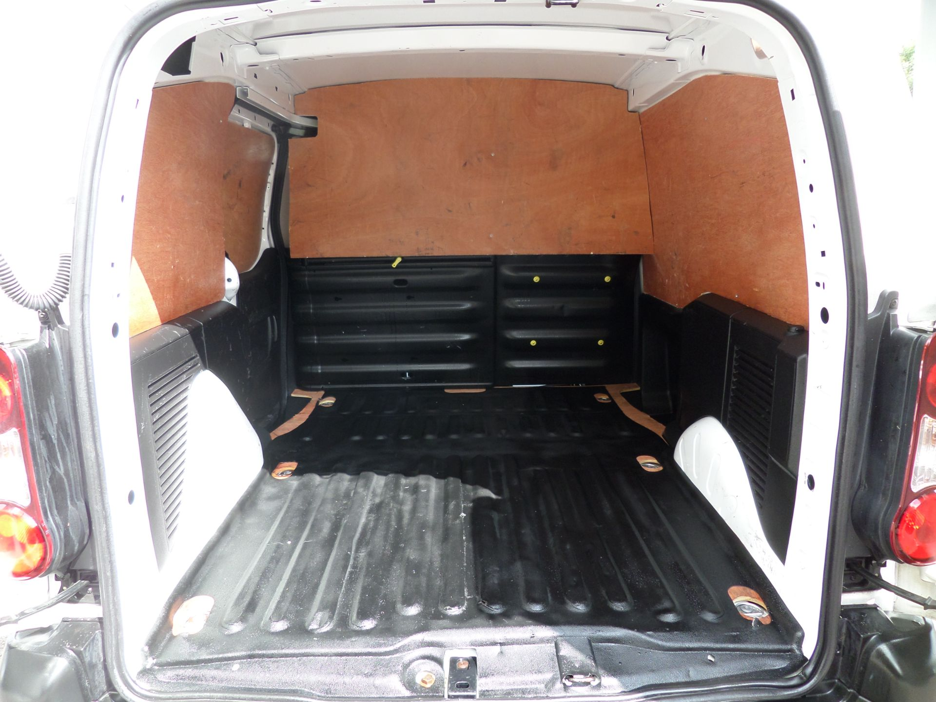 2017 Peugeot Partner 850 1.6 Bluehdi 100 Professional Van [Non Ss] Euro 6 (NU67OWK) Image 5