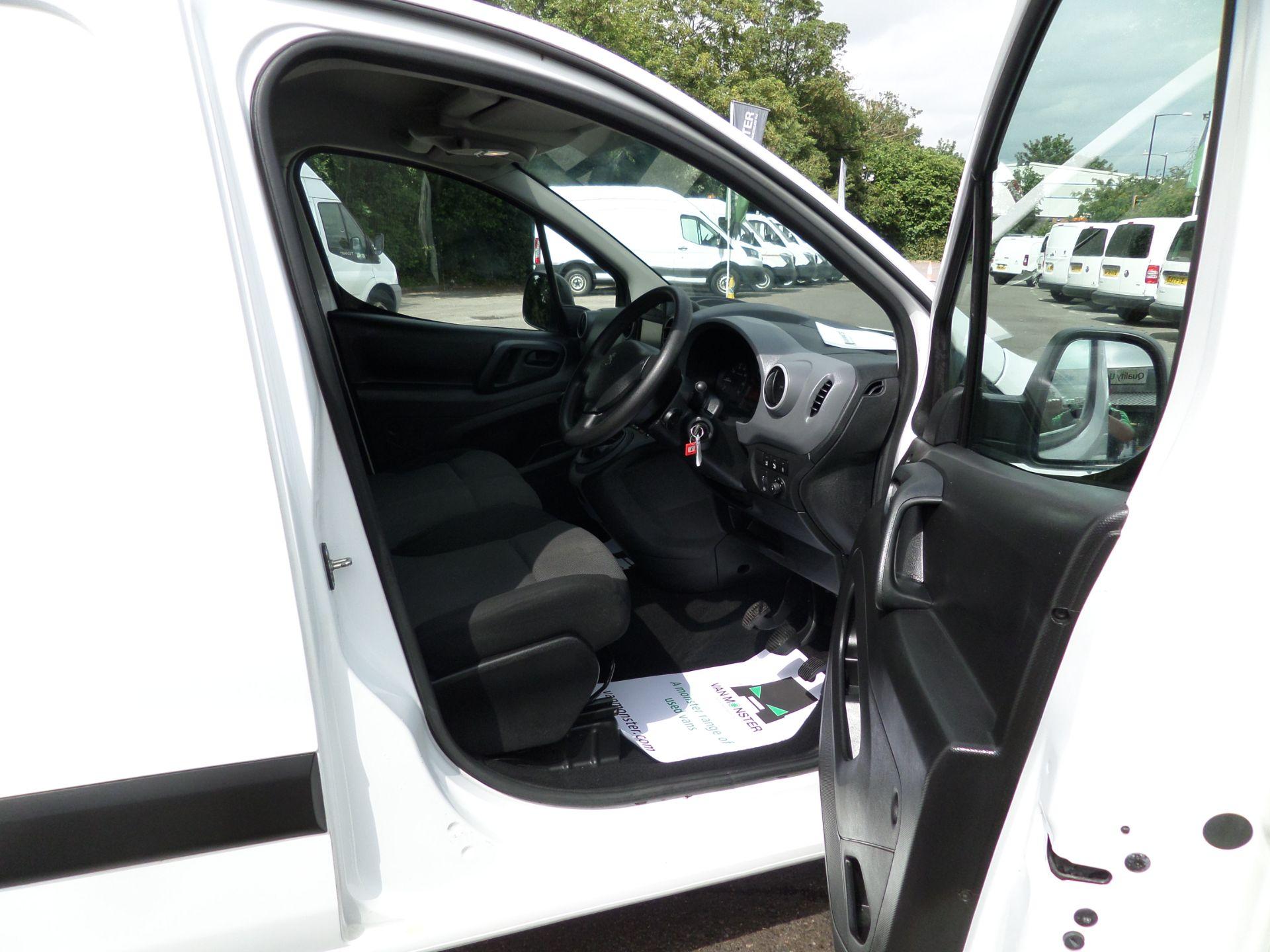 2017 Peugeot Partner 850 1.6 Bluehdi 100 Professional Van [Non Ss] Euro 6 (NU67OWK) Image 12