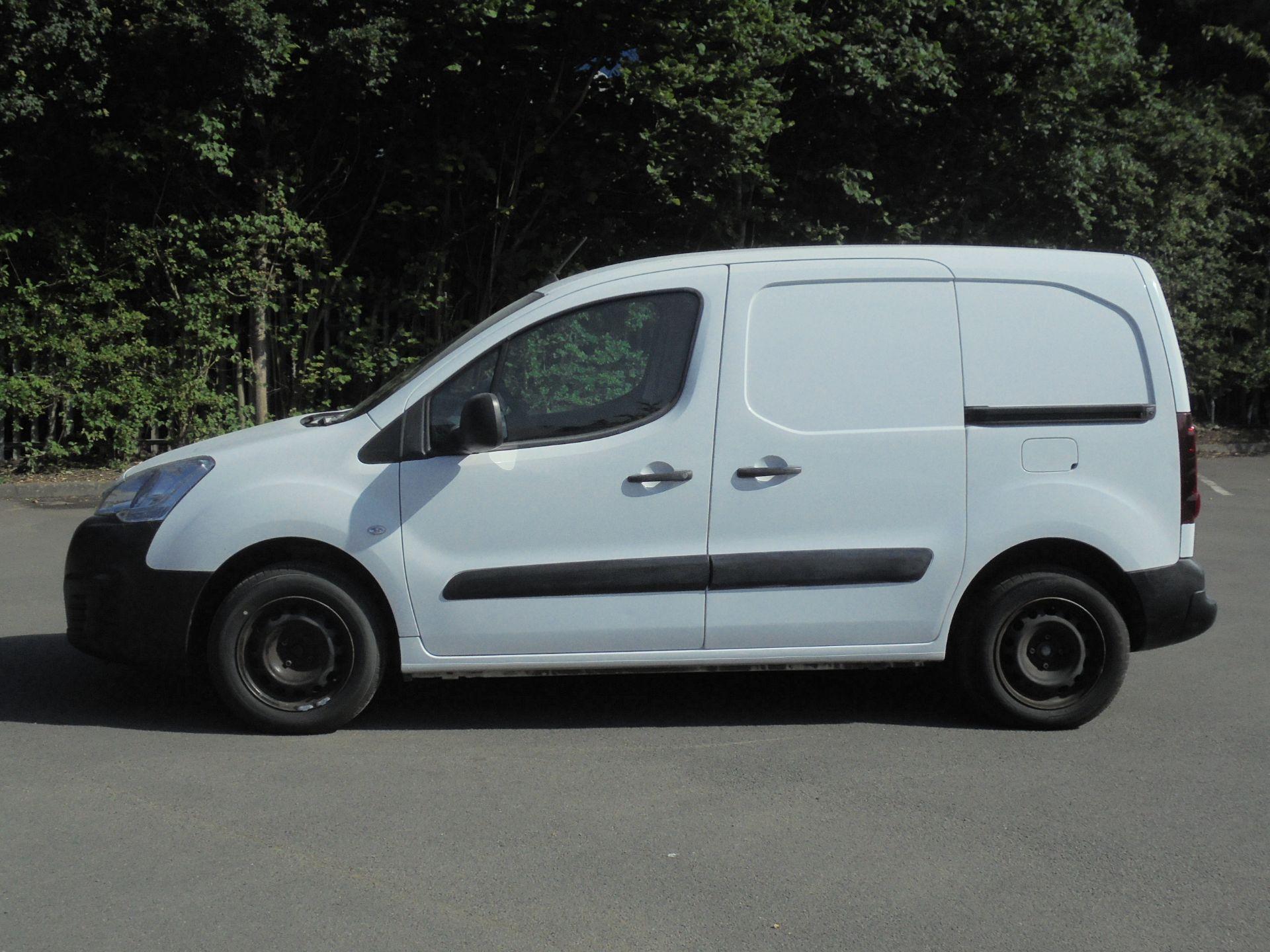 2017 Peugeot Partner 850 1.6 Bluehdi 100 Professional Van [Non Ss] (NU67RRY) Image 4