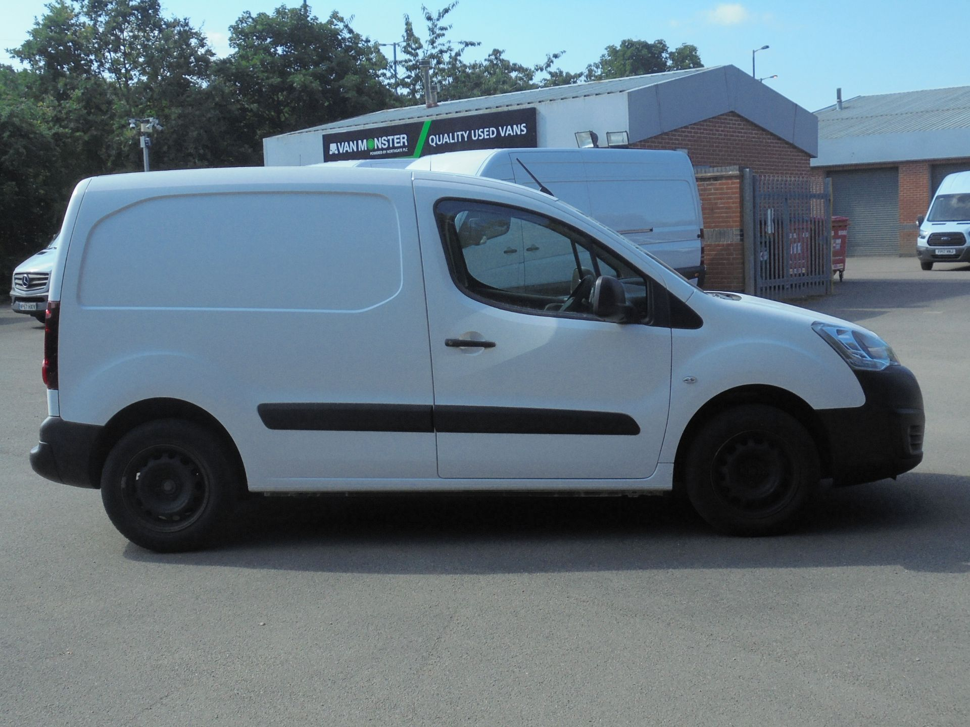 2017 Peugeot Partner 850 1.6 Bluehdi 100 Professional Van [Non Ss] (NU67RRY) Image 11