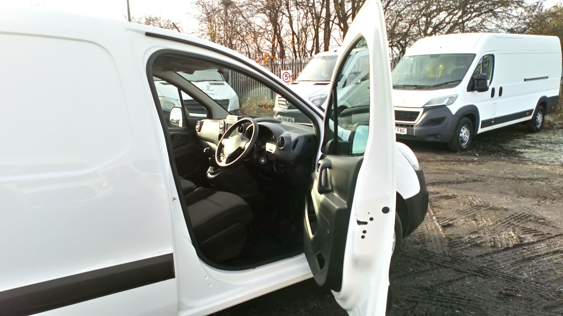 2017 Peugeot Partner 850 1.6 Bluehdi 100 Professional Van [Non Ss] (NU67RXH) Image 11