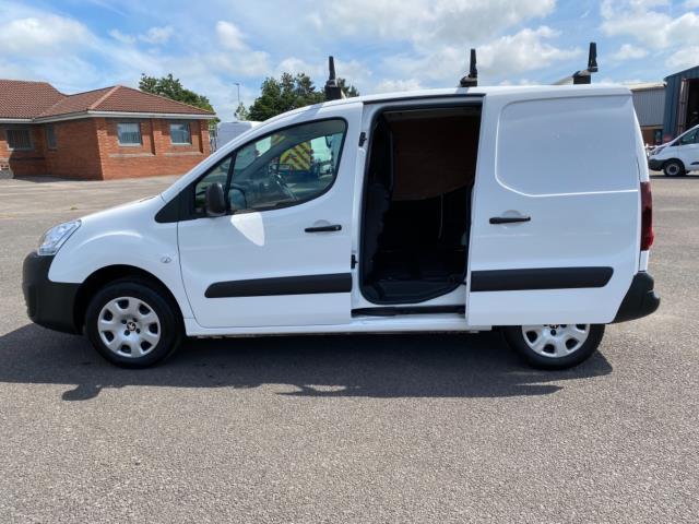2017 Peugeot Partner 850 1.6 Bluehdi 100 Professional Van [Non Ss] (NU67RZH) Image 11