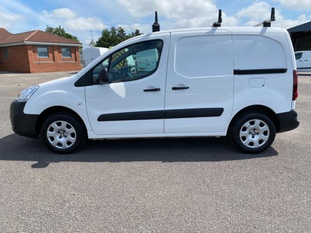 2017 Peugeot Partner 850 1.6 Bluehdi 100 Professional Van [Non Ss] (NU67RZH) Image 4
