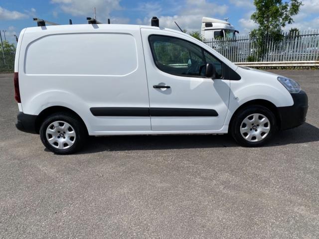 2017 Peugeot Partner 850 1.6 Bluehdi 100 Professional Van [Non Ss] (NU67RZH) Image 8