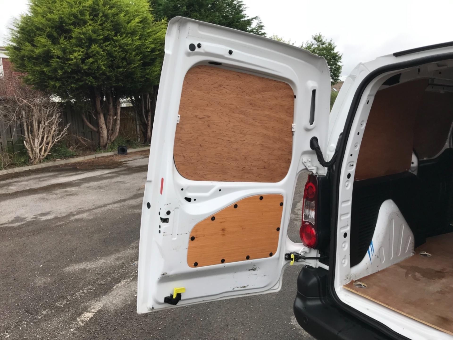 2017 Peugeot Partner 850 1.6 Bluehdi 100 Professional Van [Non Ss] (NU67XCY) Image 37