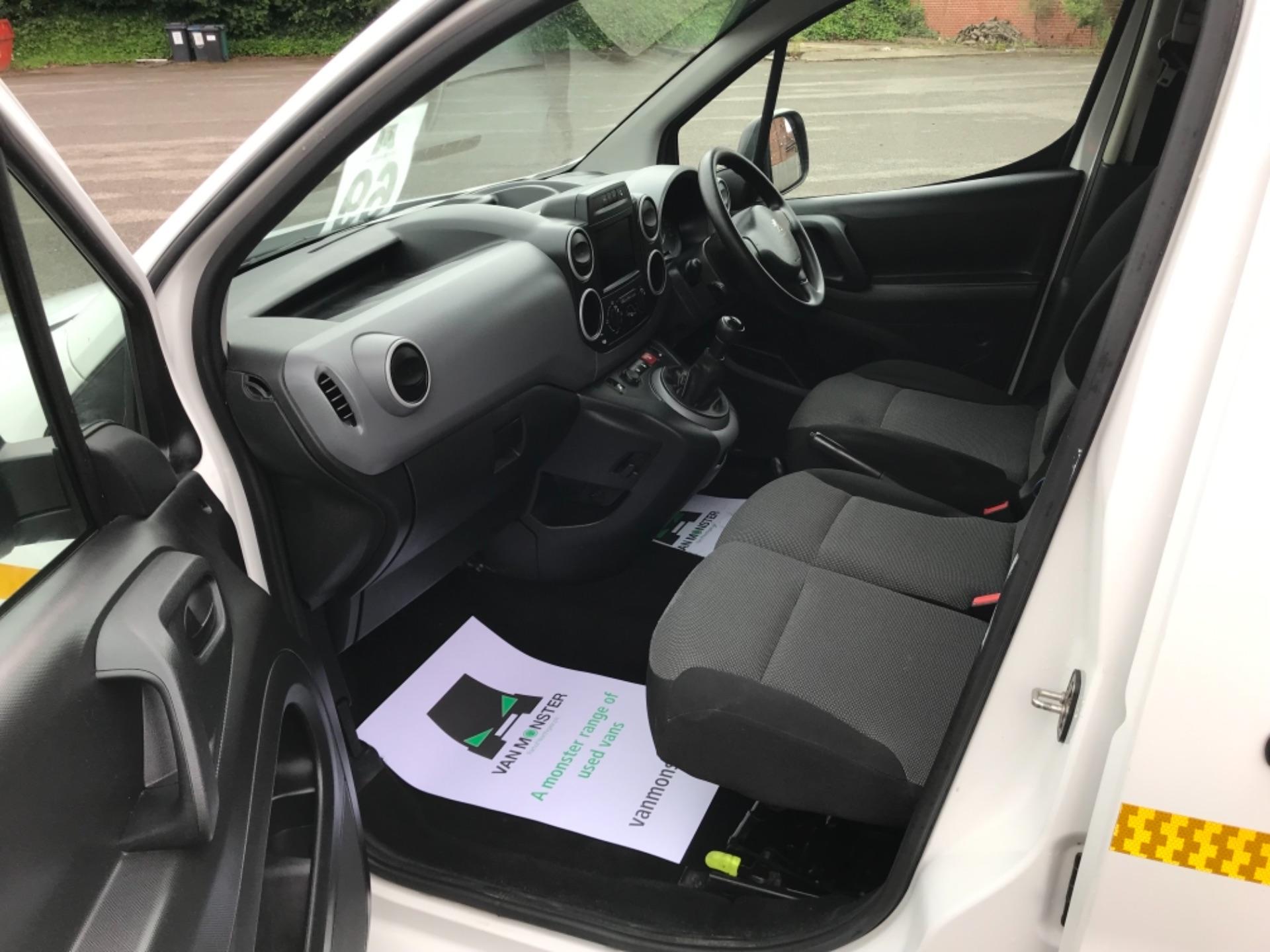 2017 Peugeot Partner 850 1.6 Bluehdi 100 Professional Van [Non Ss] (NU67XCY) Image 25