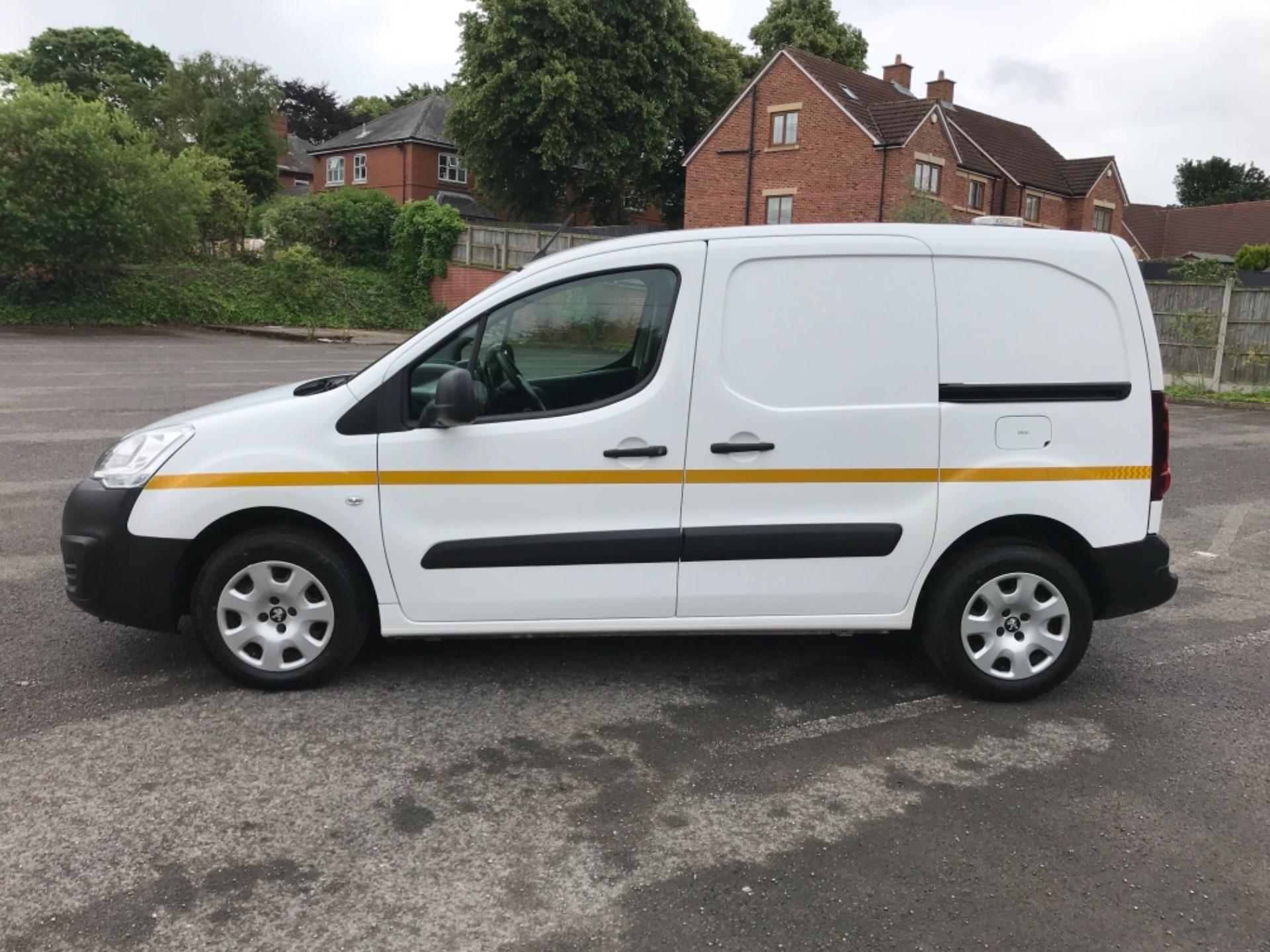 2017 Peugeot Partner 850 1.6 Bluehdi 100 Professional Van [Non Ss] (NU67XCY) Image 4