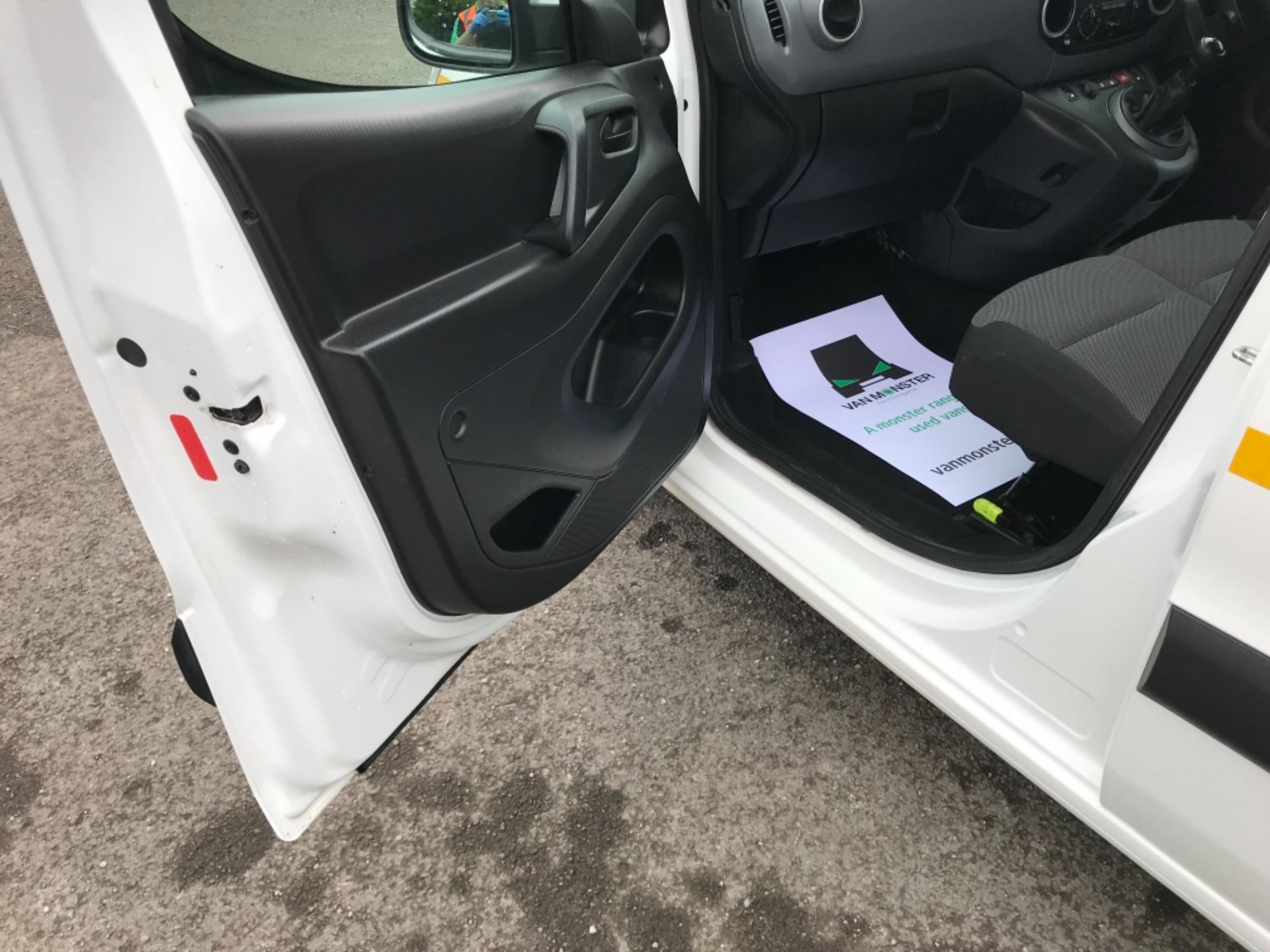 2017 Peugeot Partner 850 1.6 Bluehdi 100 Professional Van [Non Ss] (NU67XCY) Image 28