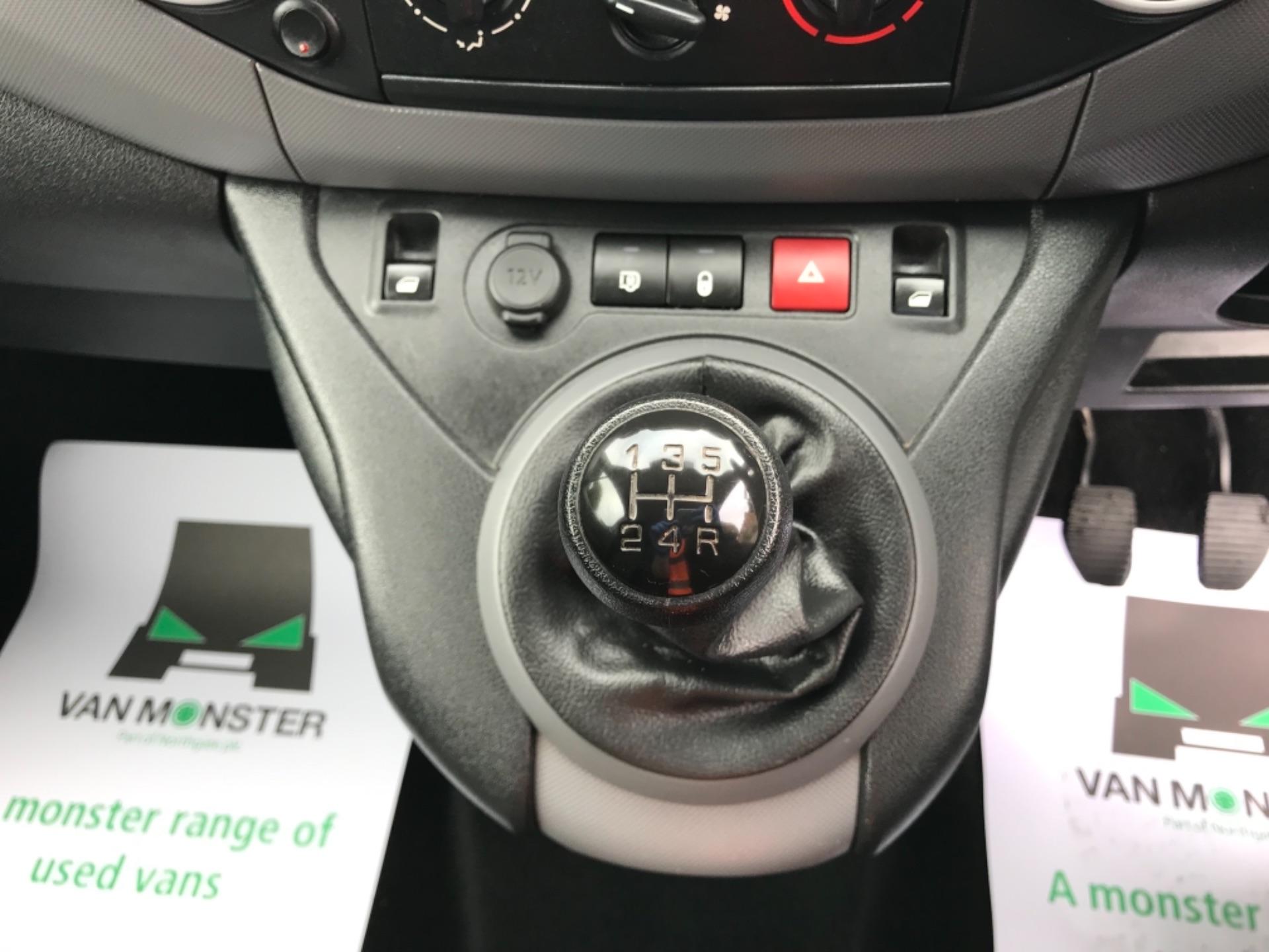 2017 Peugeot Partner 850 1.6 Bluehdi 100 Professional Van [Non Ss] (NU67XCY) Image 24