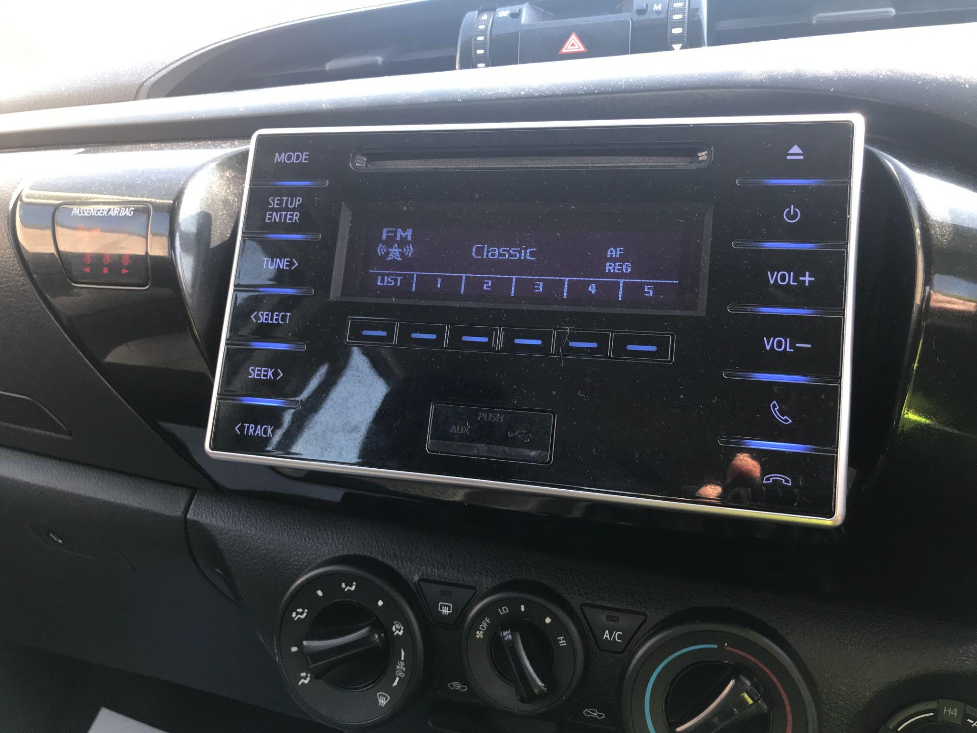 2017 Toyota Hilux DOUBLE CAB PICK UP 2.5 D-4D 4WD ACTIVE EURO 6 (NU67XGS) Image 9