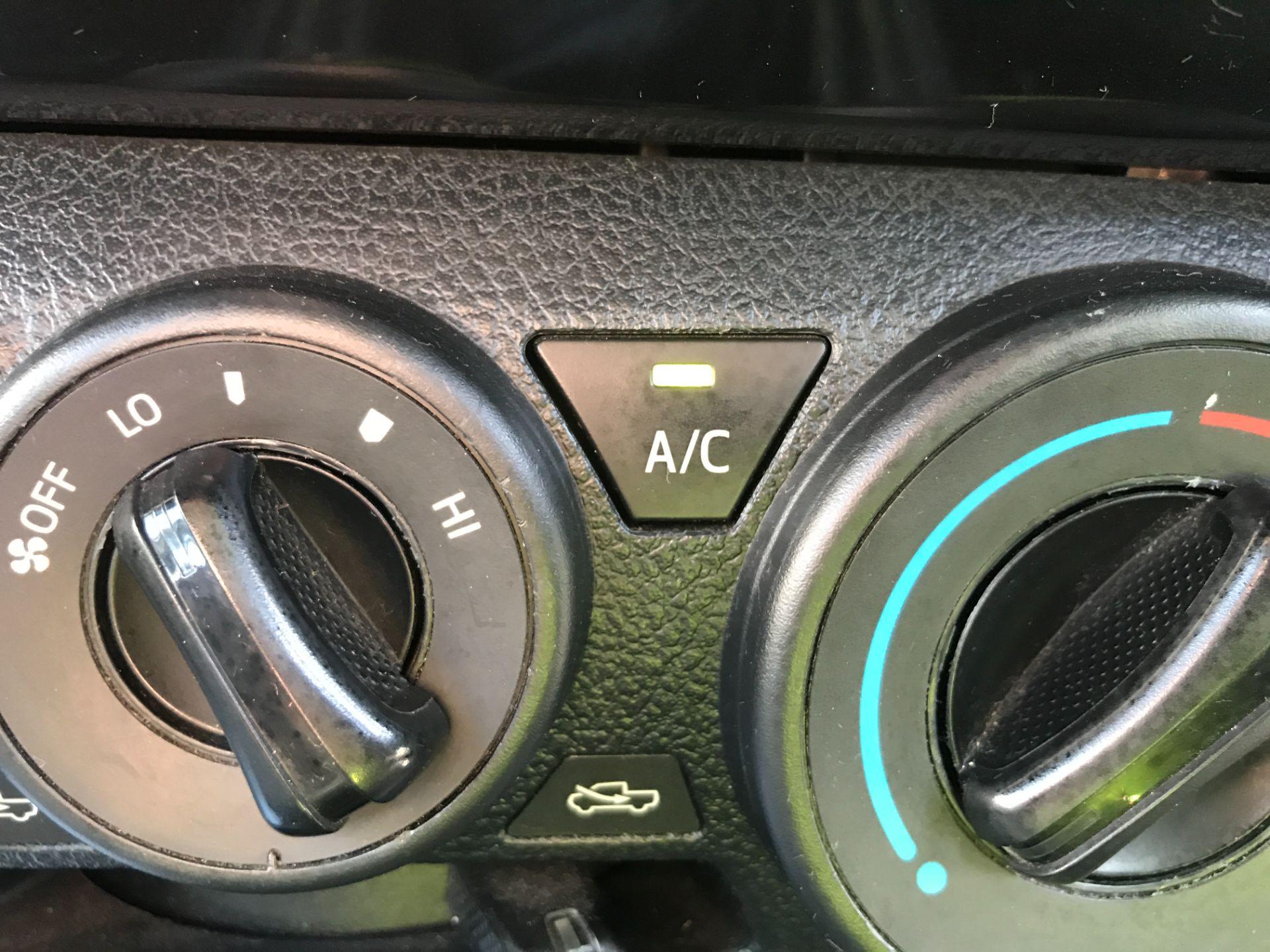 2017 Toyota Hilux DOUBLE CAB PICK UP 2.5 D-4D 4WD ACTIVE EURO 6 (NU67XGS) Image 10