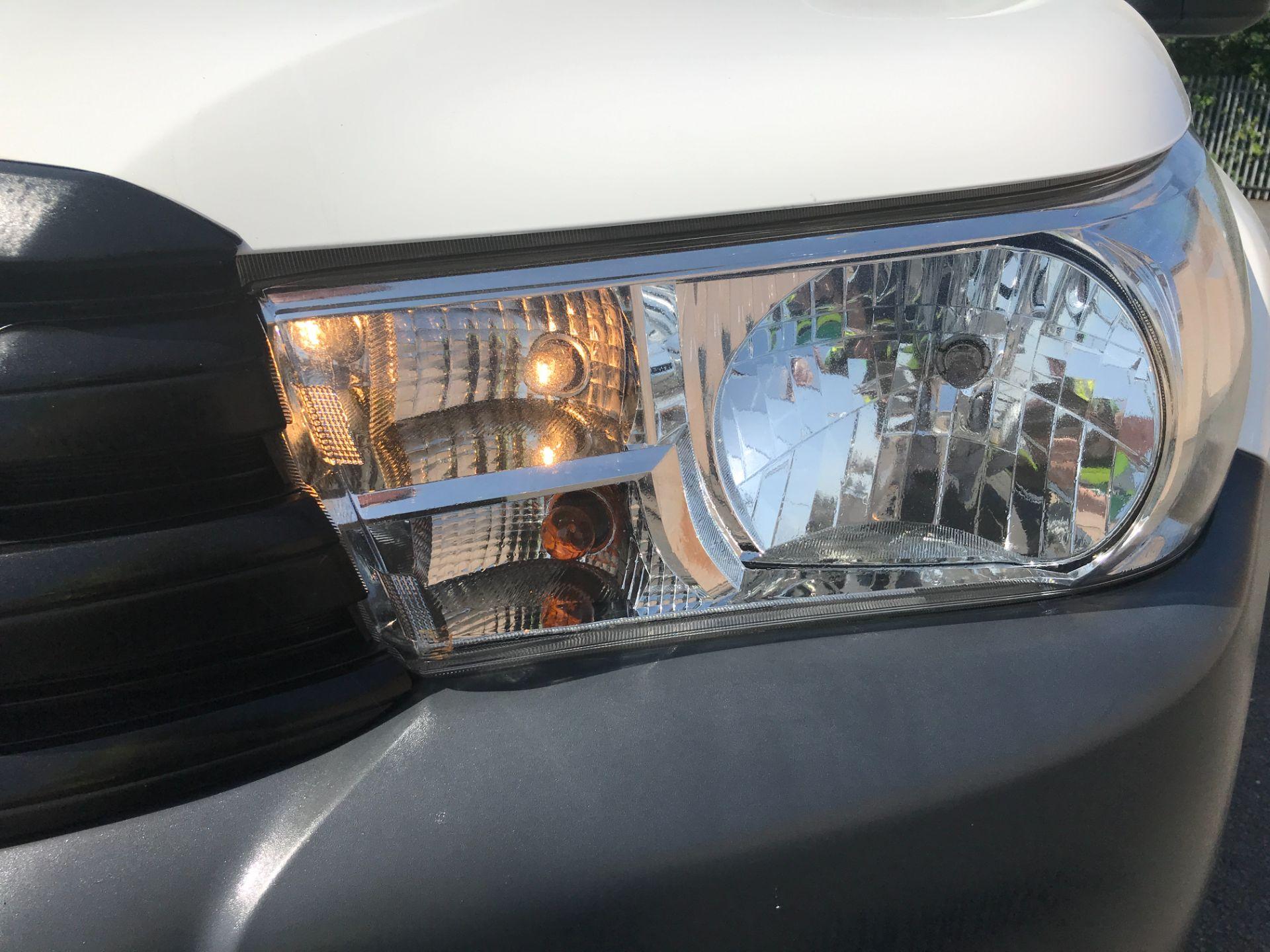 2017 Toyota Hilux DOUBLE CAB PICK UP 2.5 D-4D 4WD ACTIVE EURO 6 (NU67XGS) Image 27