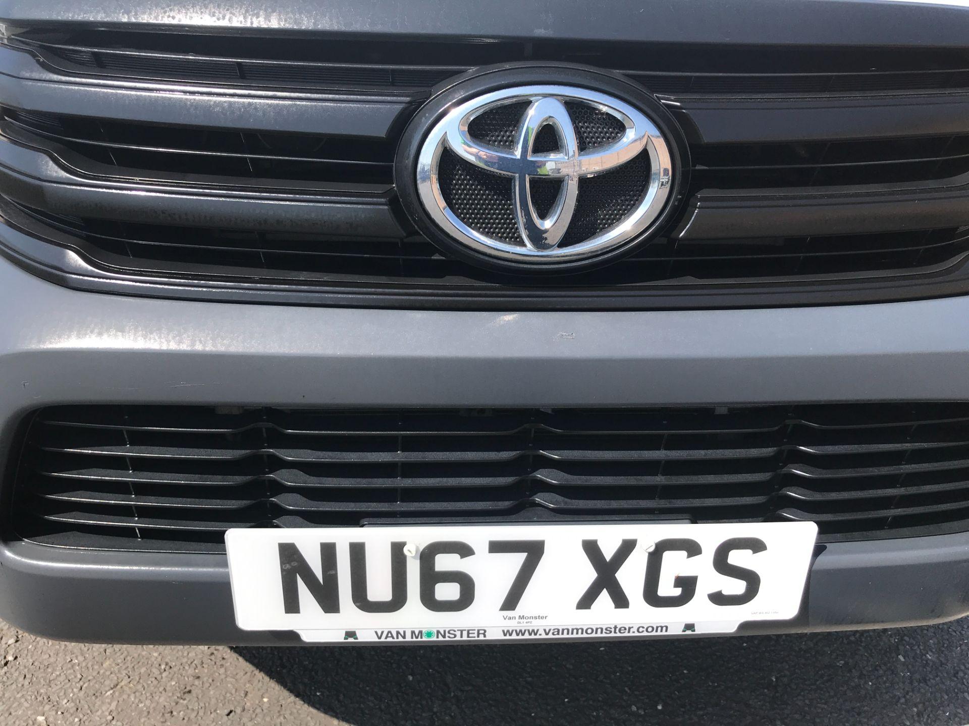2017 Toyota Hilux DOUBLE CAB PICK UP 2.5 D-4D 4WD ACTIVE EURO 6 (NU67XGS) Image 15