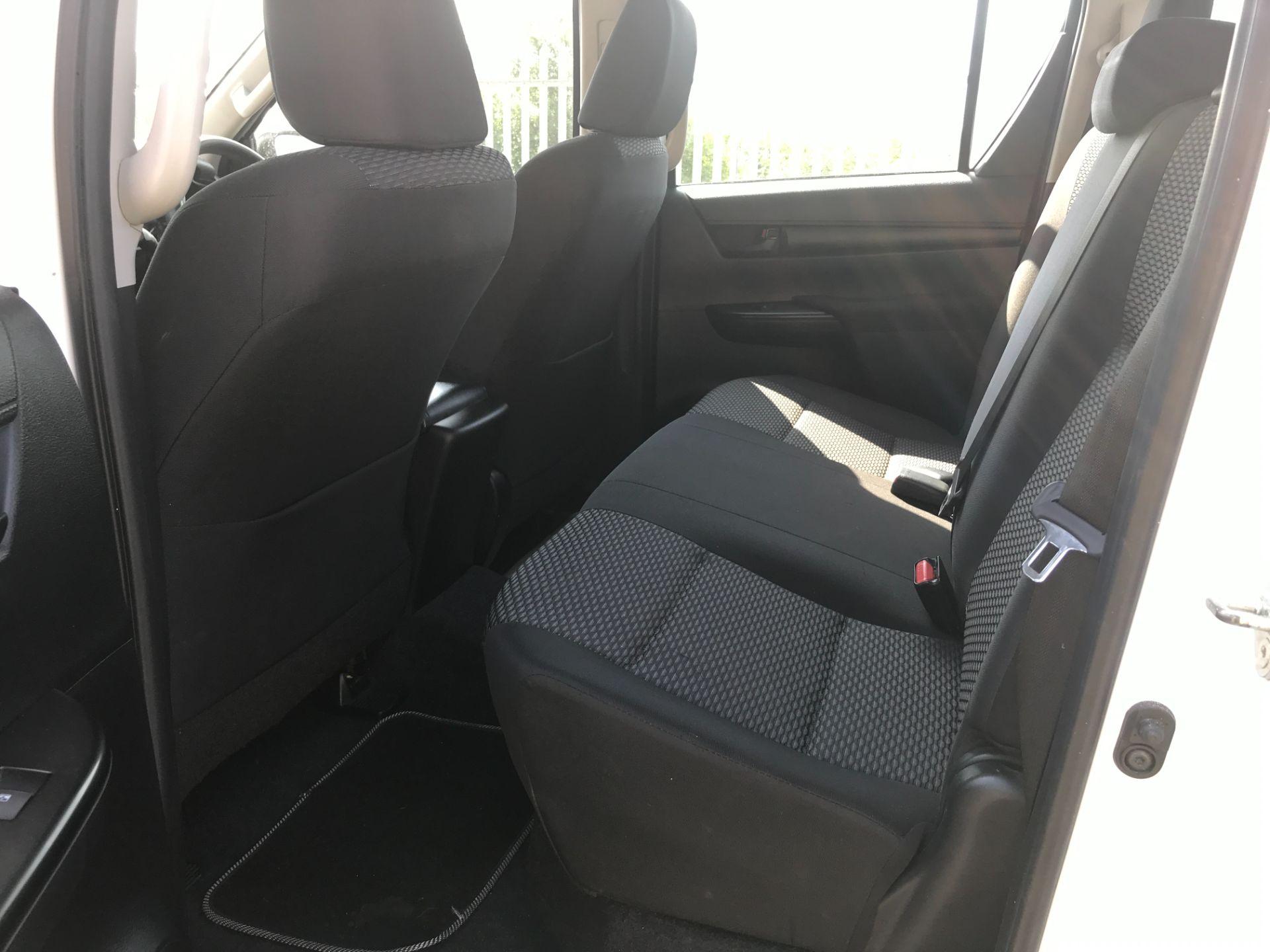 2017 Toyota Hilux DOUBLE CAB PICK UP 2.5 D-4D 4WD ACTIVE EURO 6 (NU67XGS) Image 7