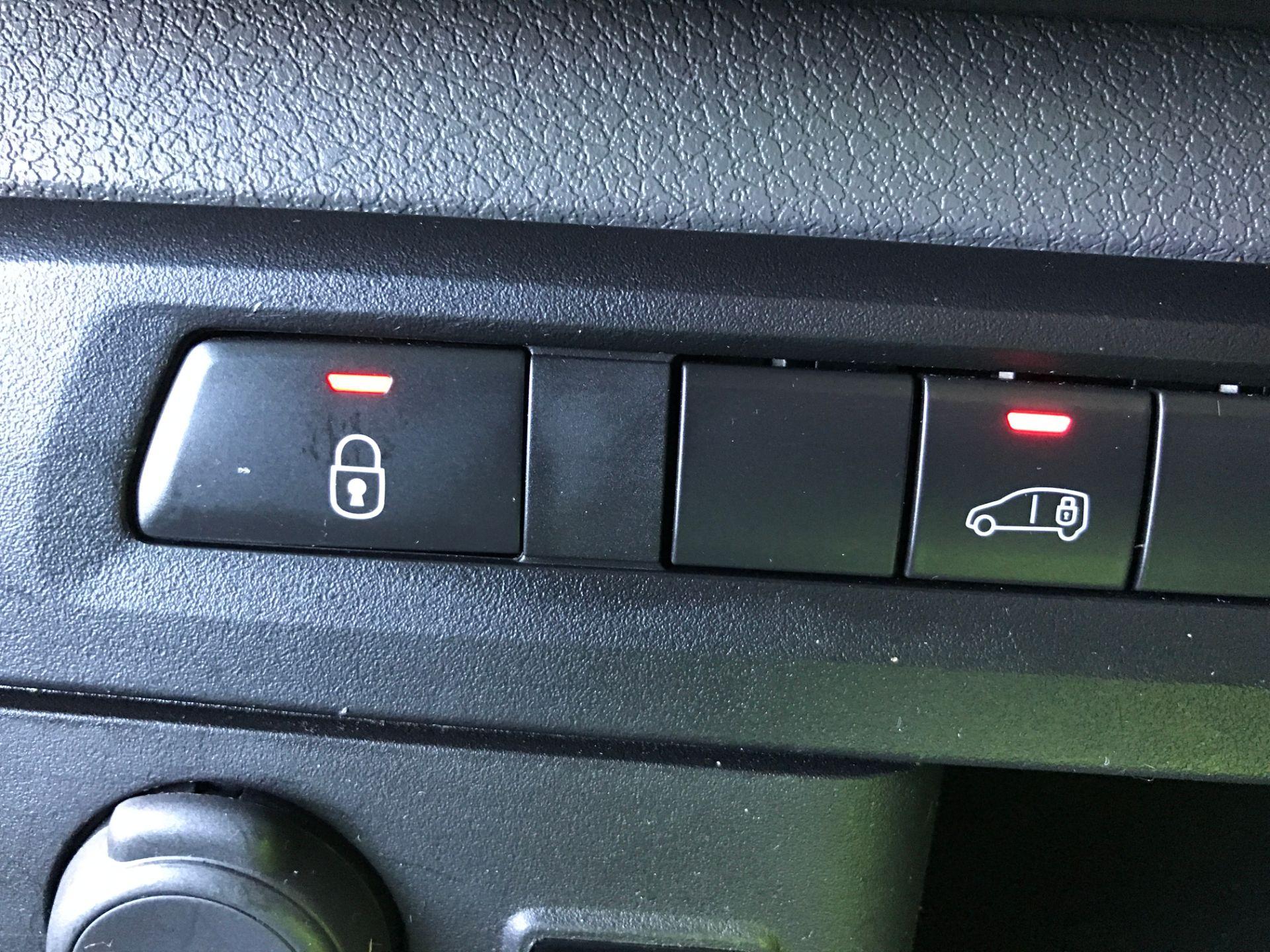2017 Peugeot Expert 1000 S 1.6BLUEHDI 95PS EURO 6 (NU67XKZ) Image 25