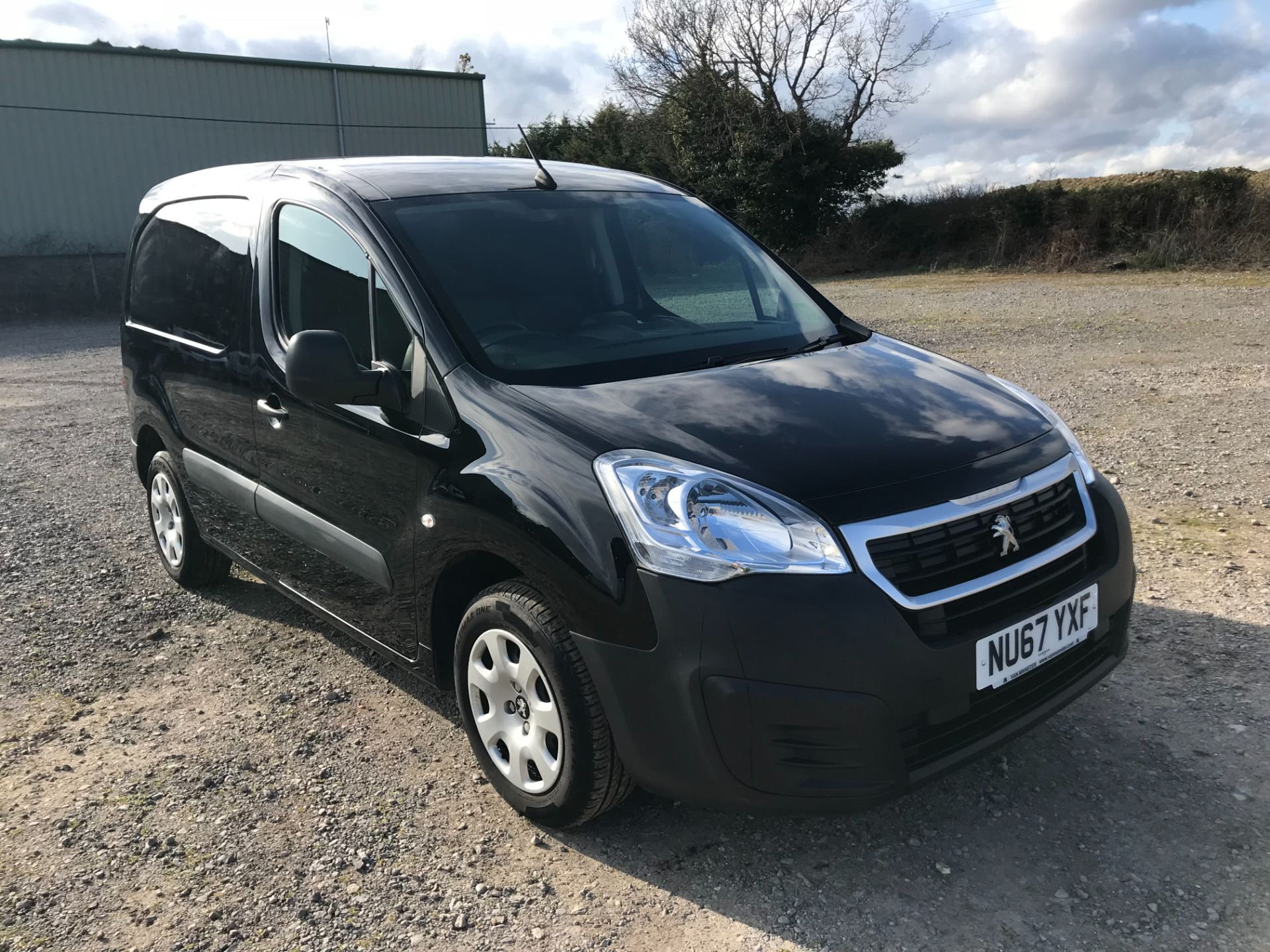 2017 Peugeot Partner 850 1.6 Bluehdi 100 Professional Van [Non Ss] *Restricted to 70 MPH* Euro 6 (NU67YXF)