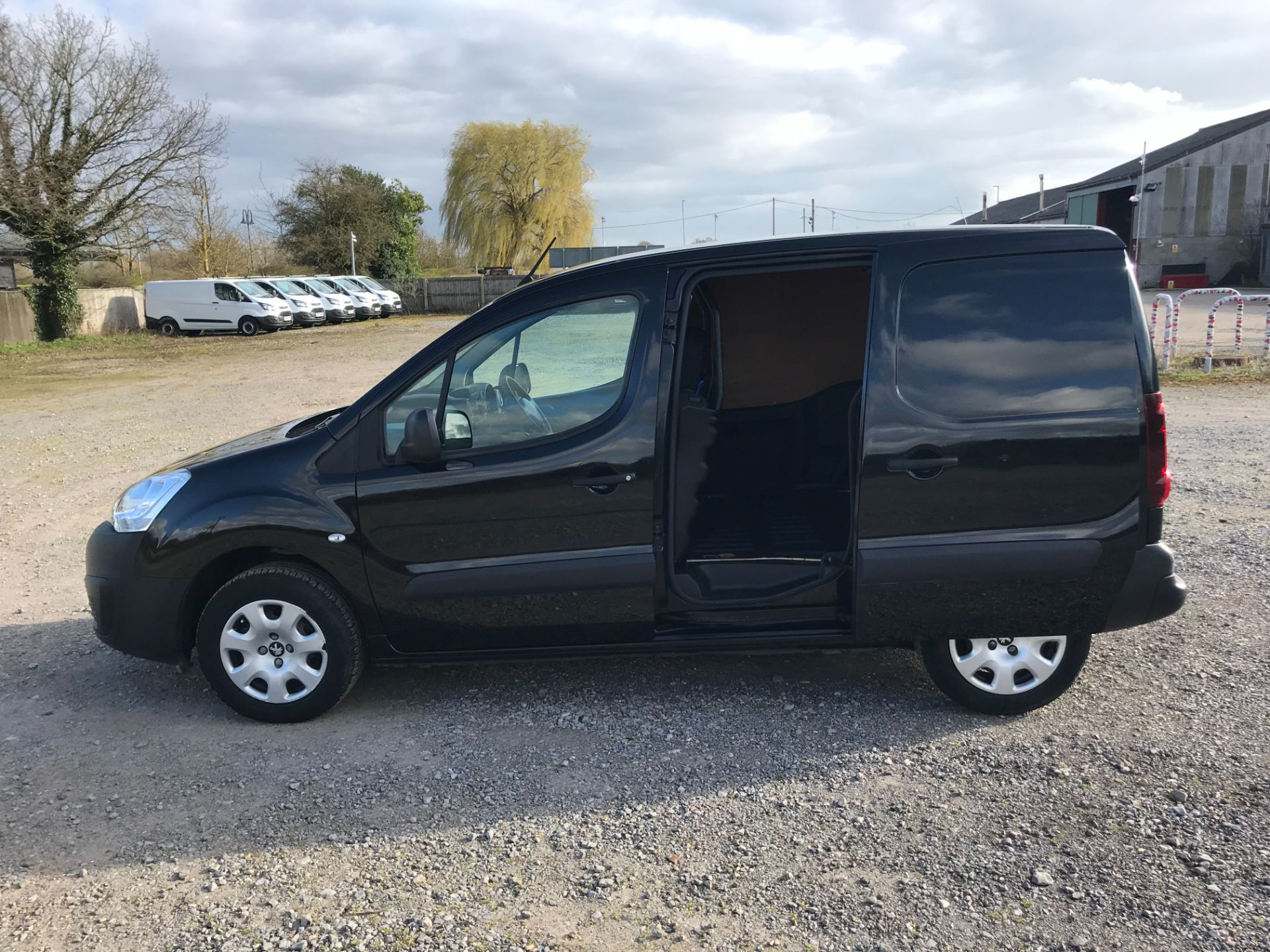 2017 Peugeot Partner 850 1.6 Bluehdi 100 Professional Van [Non Ss] *Restricted to 70 MPH* Euro 6 (NU67YXF) Image 8