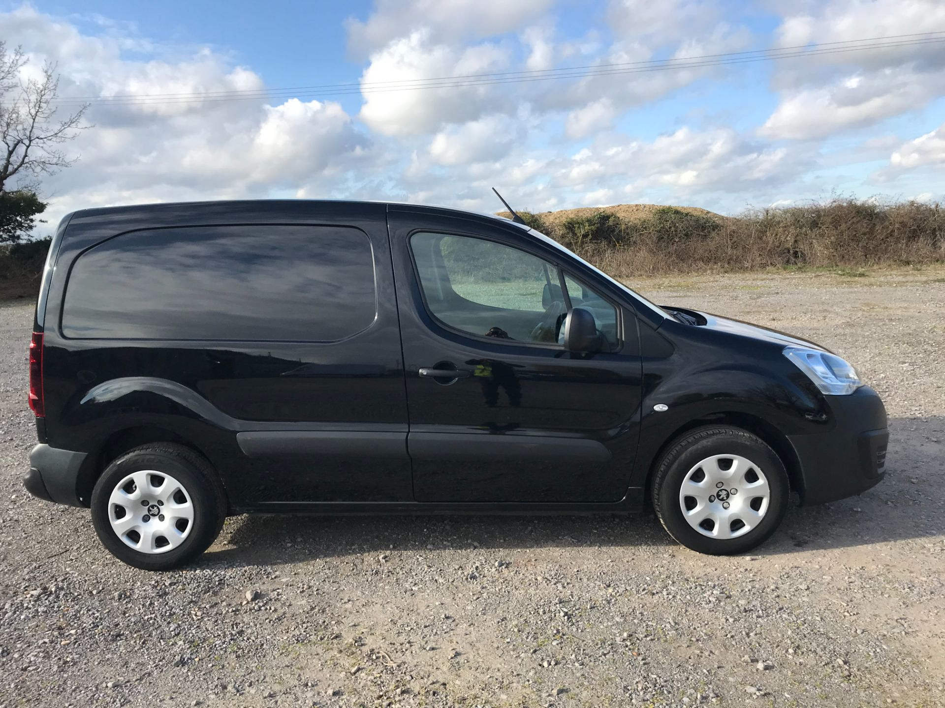 2017 Peugeot Partner 850 1.6 Bluehdi 100 Professional Van [Non Ss] *Restricted to 70 MPH* Euro 6 (NU67YXF) Image 9