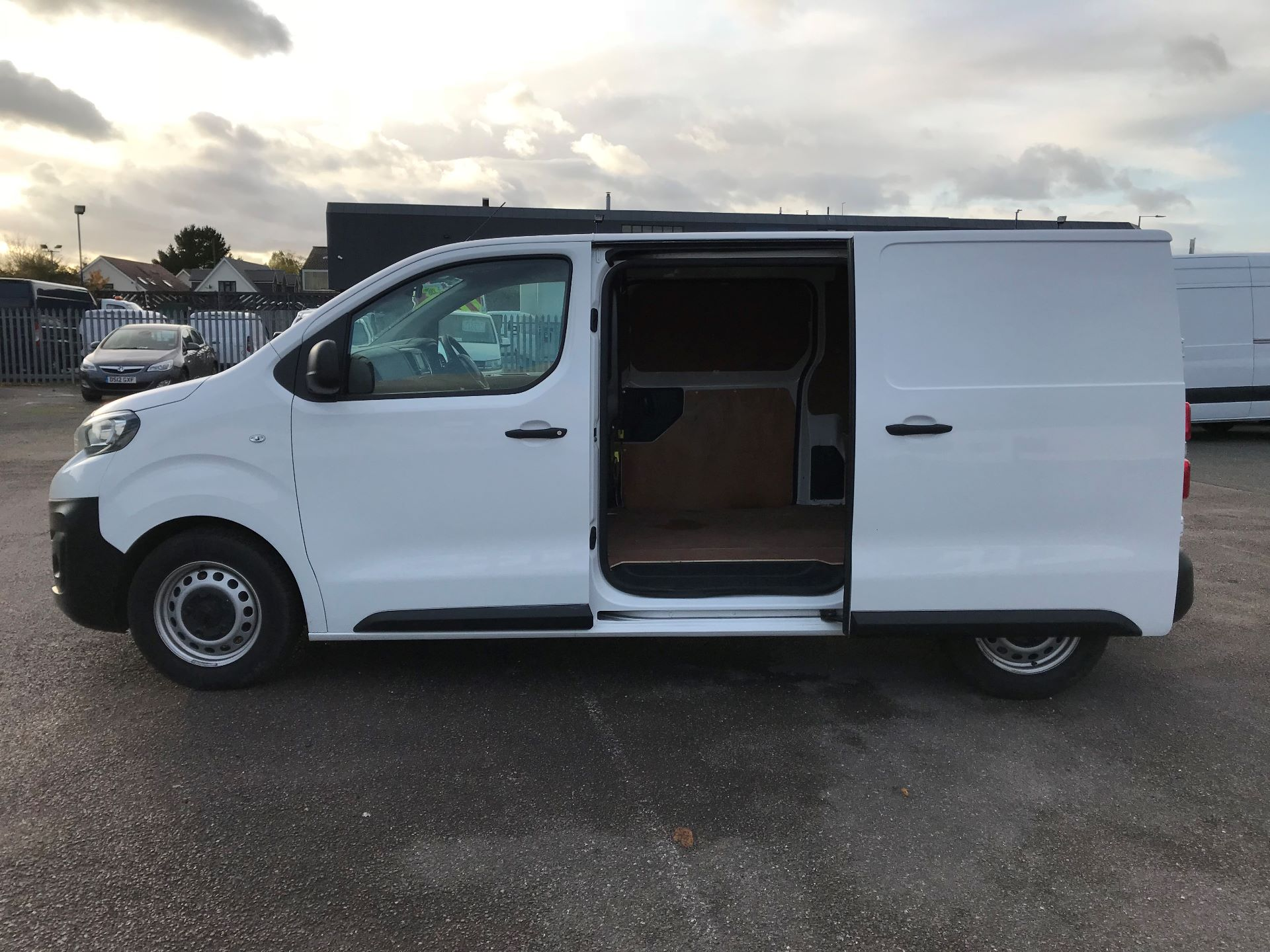 2018 Peugeot Expert   STANDARD 1000 1.6 BLUEHDI 95 PROFFESSIONAL EURO 6 (NU68BFP) Image 11