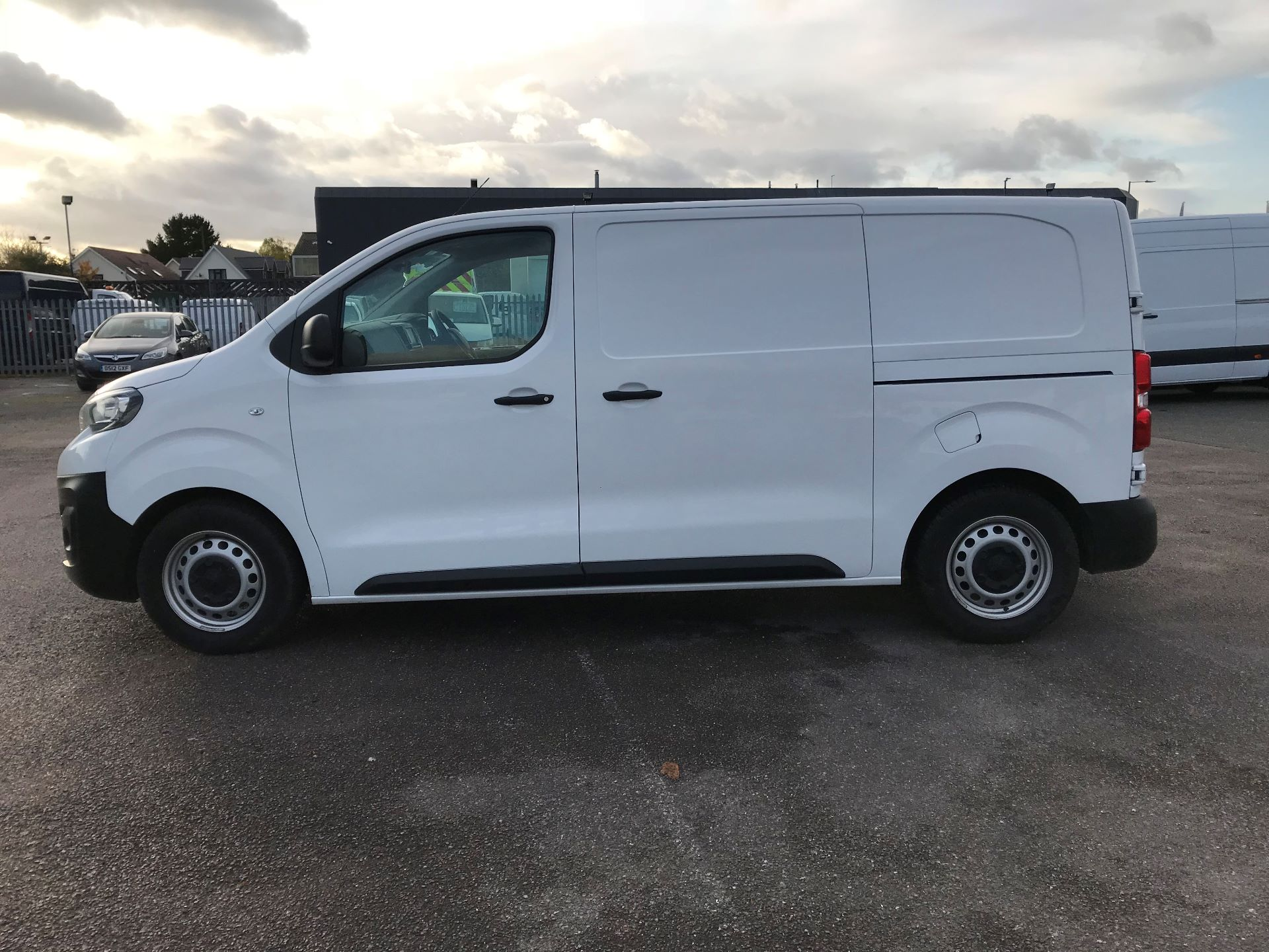 2018 Peugeot Expert   STANDARD 1000 1.6 BLUEHDI 95 PROFFESSIONAL EURO 6 (NU68BFP) Image 10