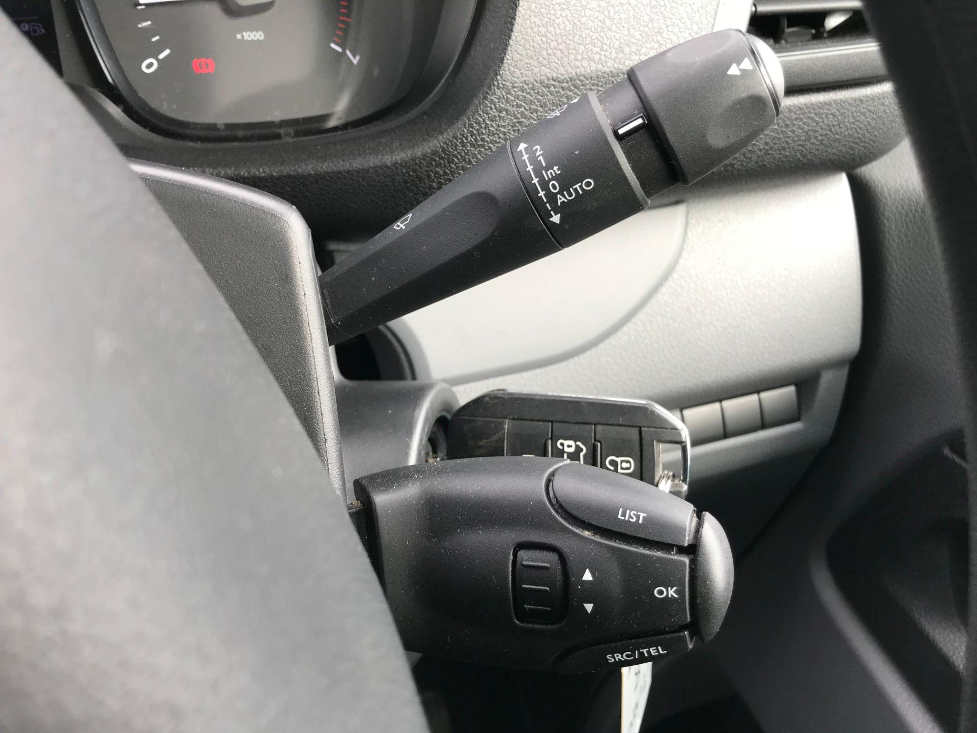 2018 Peugeot Expert 1000 1.6 Bluehdi 95 Professional Van (NU68GFK) Image 32