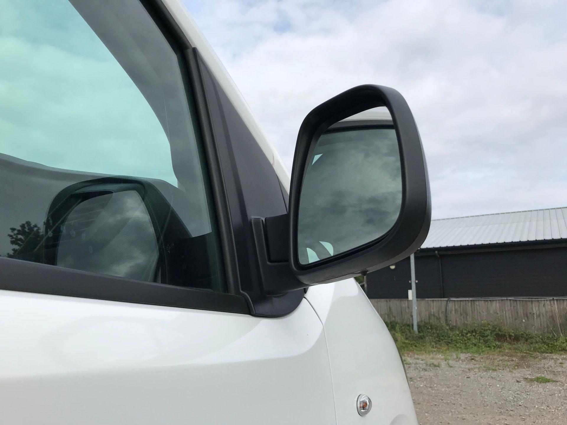 2018 Peugeot Expert 1000 1.6 Bluehdi 95 Professional Van (NU68GFK) Image 13