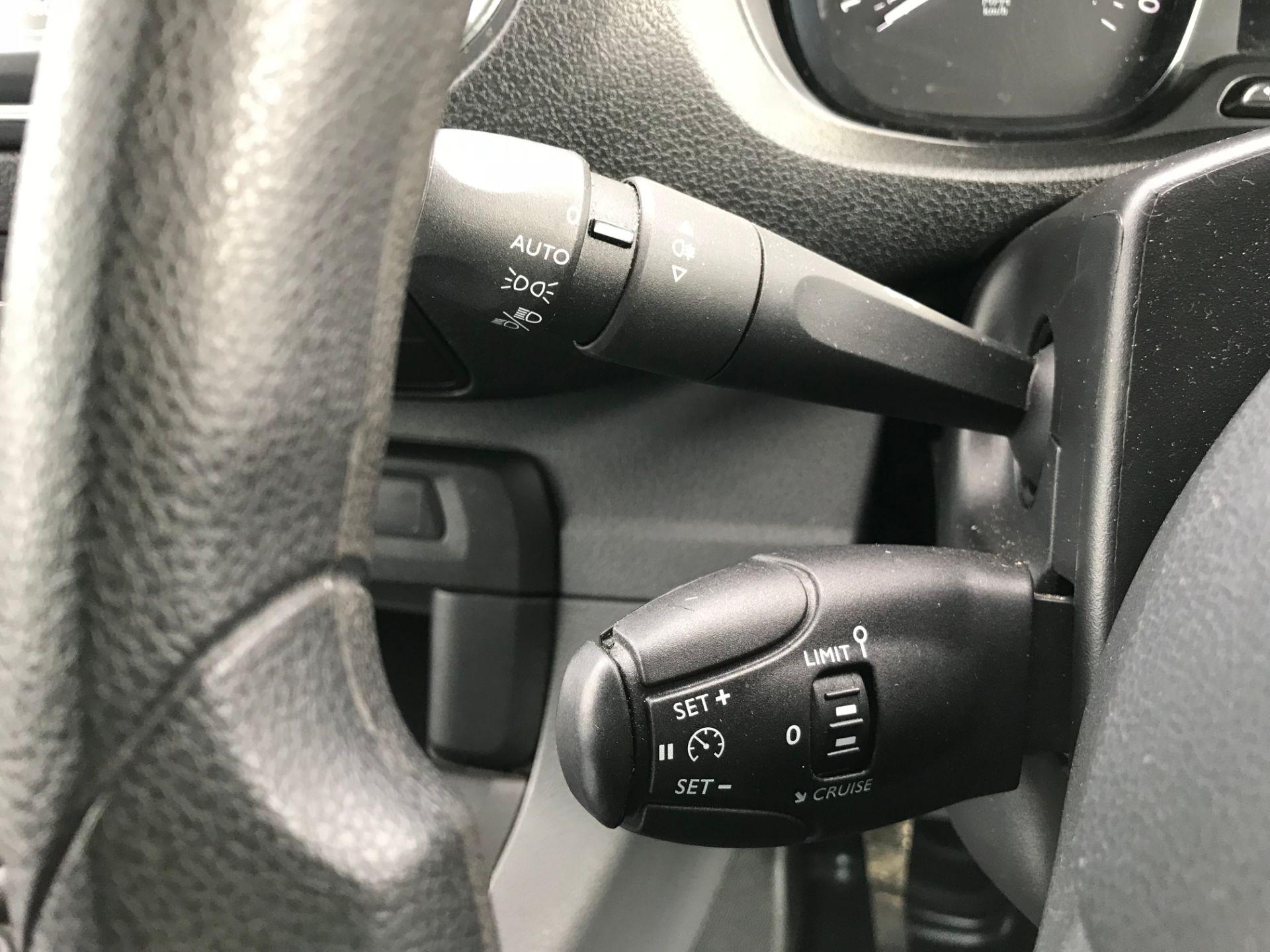 2018 Peugeot Expert 1000 1.6 Bluehdi 95 Professional Van (NU68GFK) Image 31