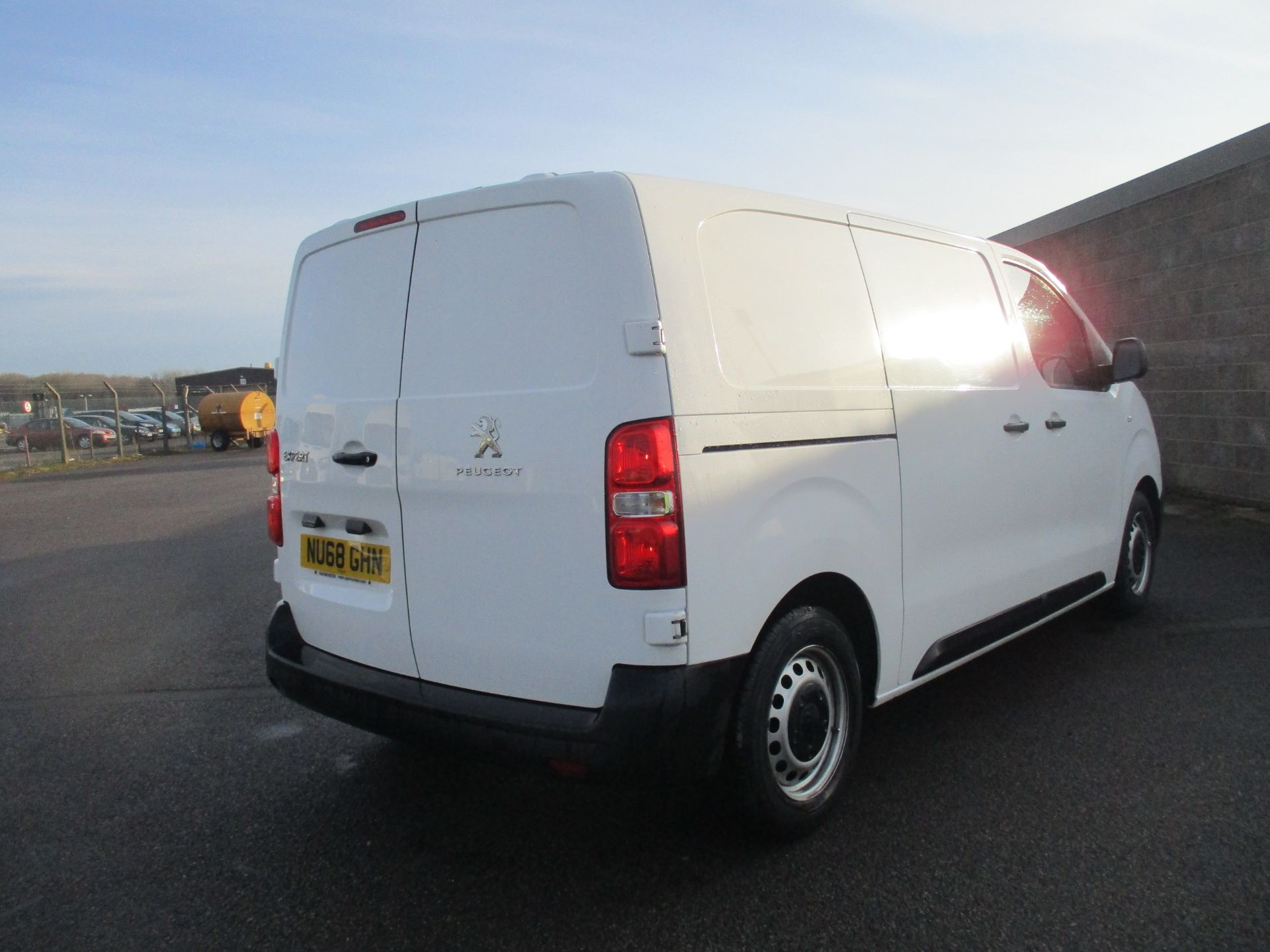 2018 Peugeot Expert STANDARD 1000 1.6 BLUE HDI 95 PROFESSIONAL EURO 6. AIR CON (NU68GHN) Image 5