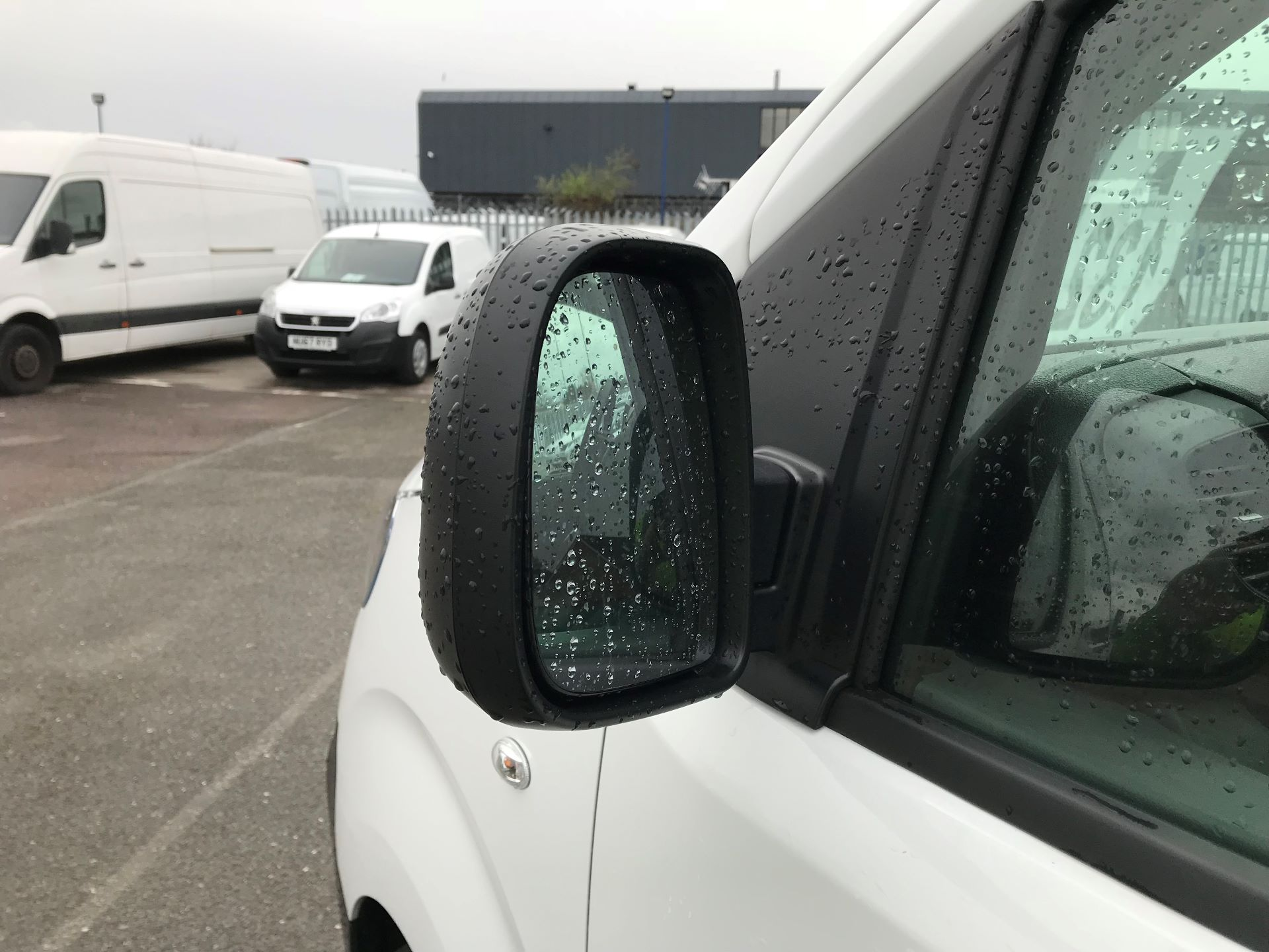 2018 Peugeot Expert   STANDARD 1000 1.6 BLUEHDI 95 PROFFESSIONAL EURO 6 (NU68GNZ) Image 13